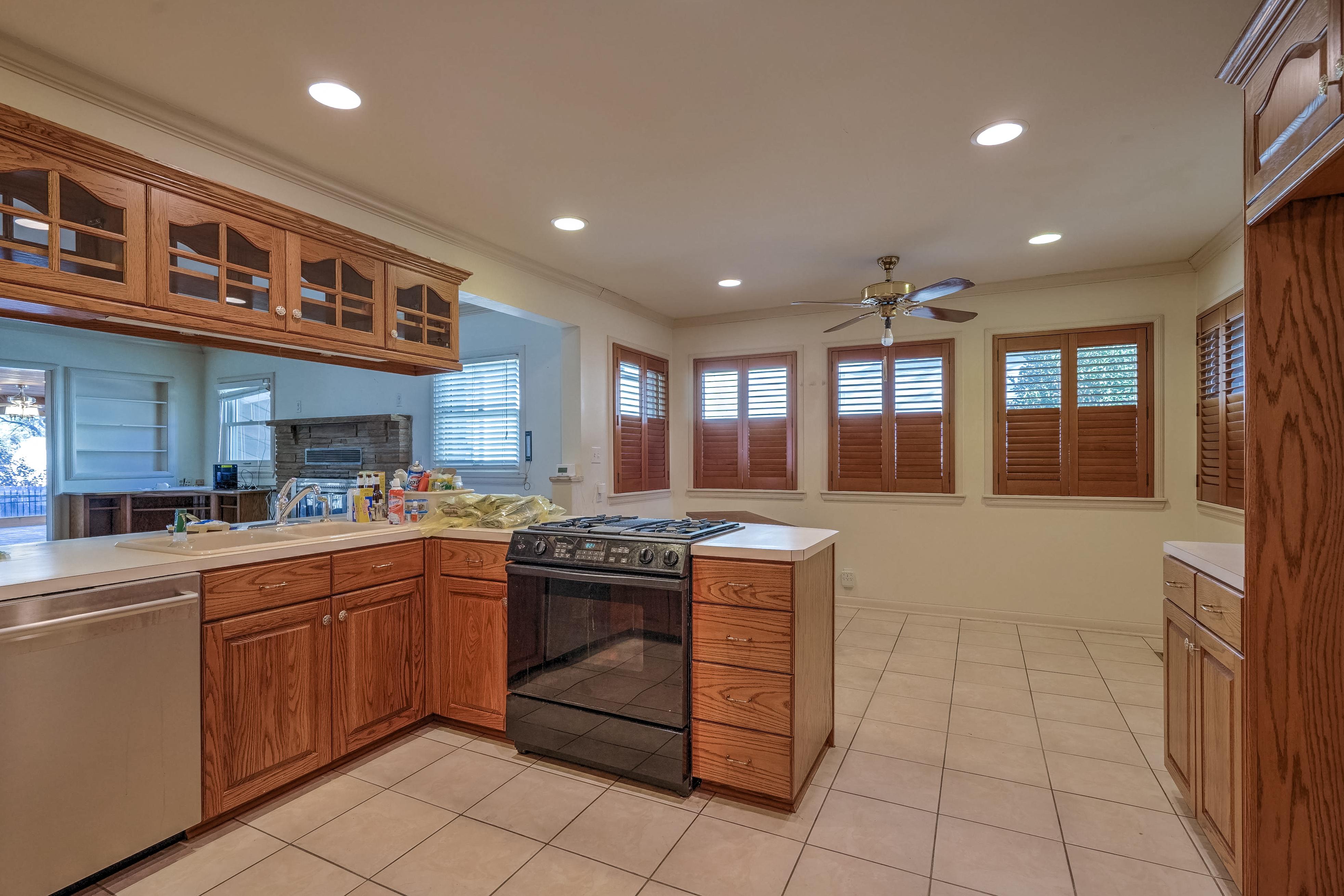 3848 S Utica Avenue Property Photo 15
