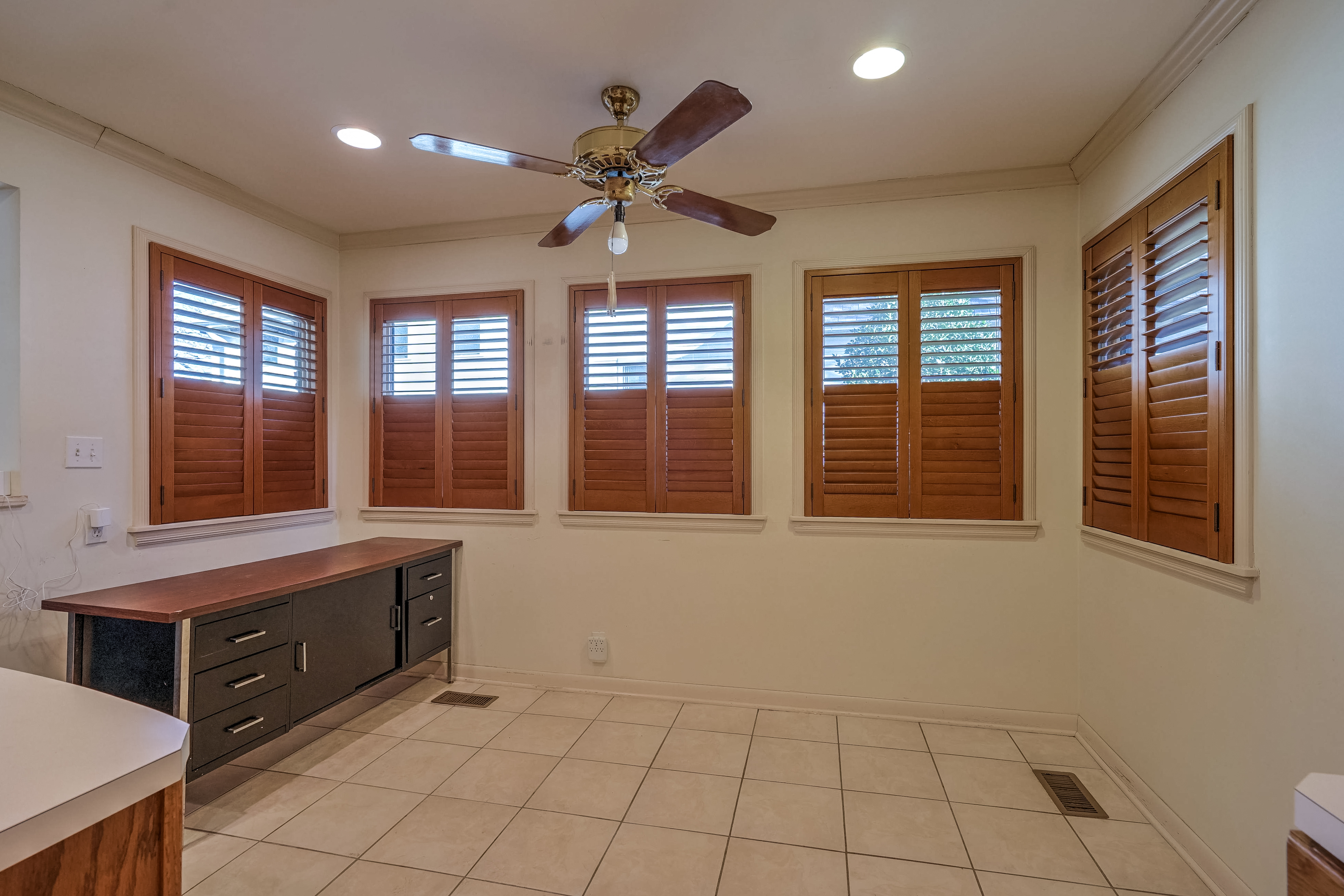 3848 S Utica Avenue Property Photo 16