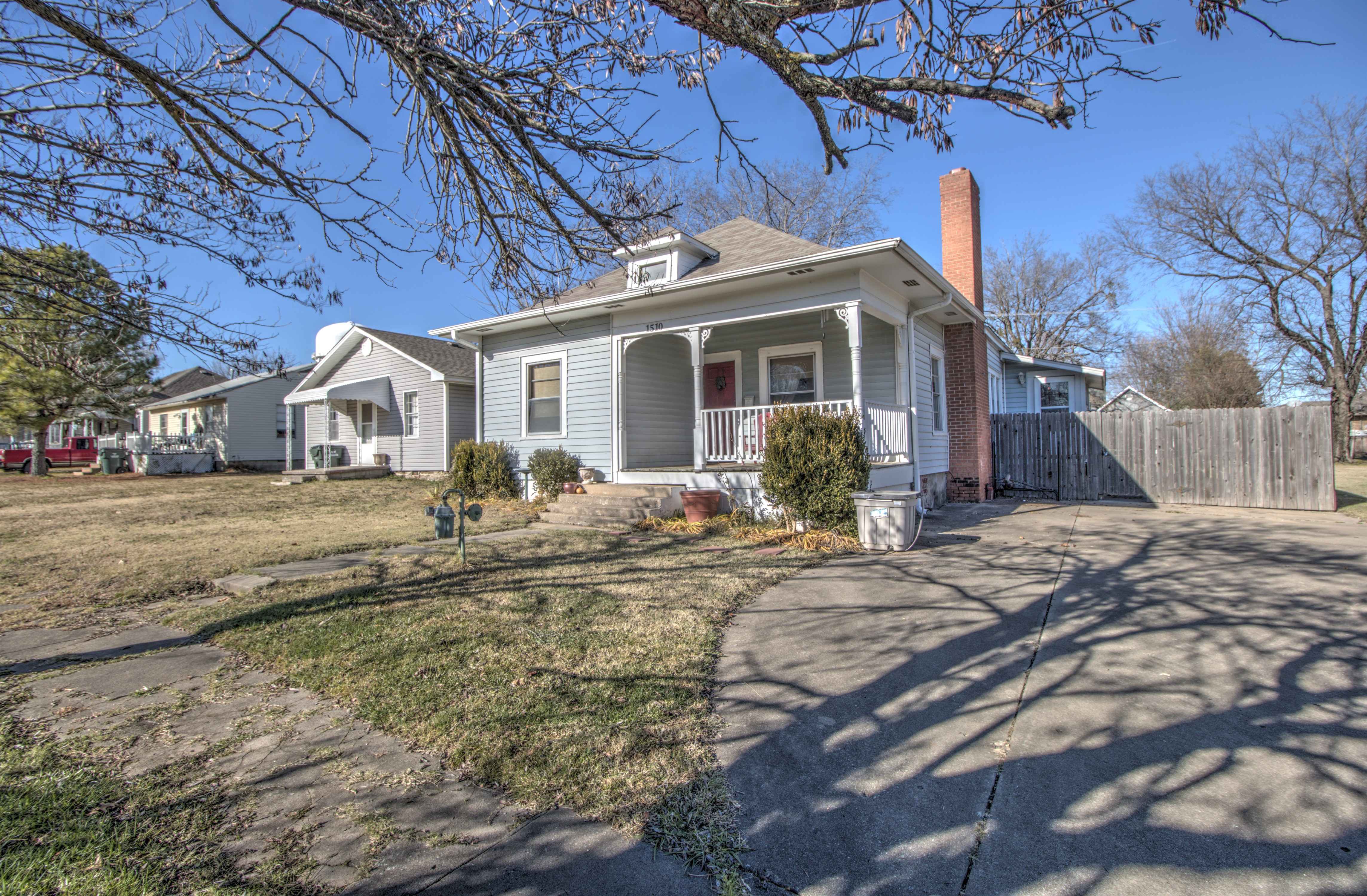 1510 W Oak Street Property Photo 1