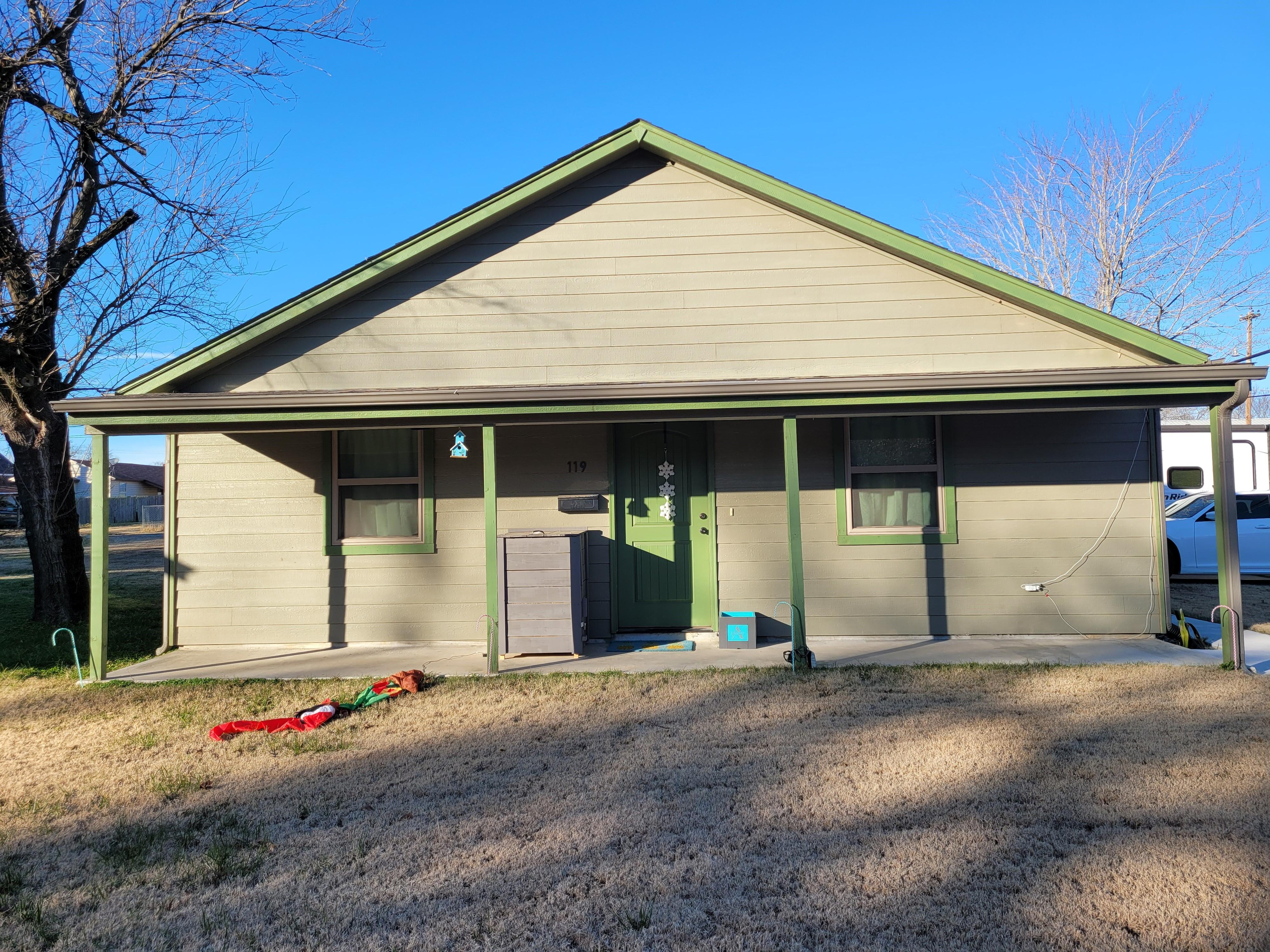 119 E 5th Street Property Photo 1