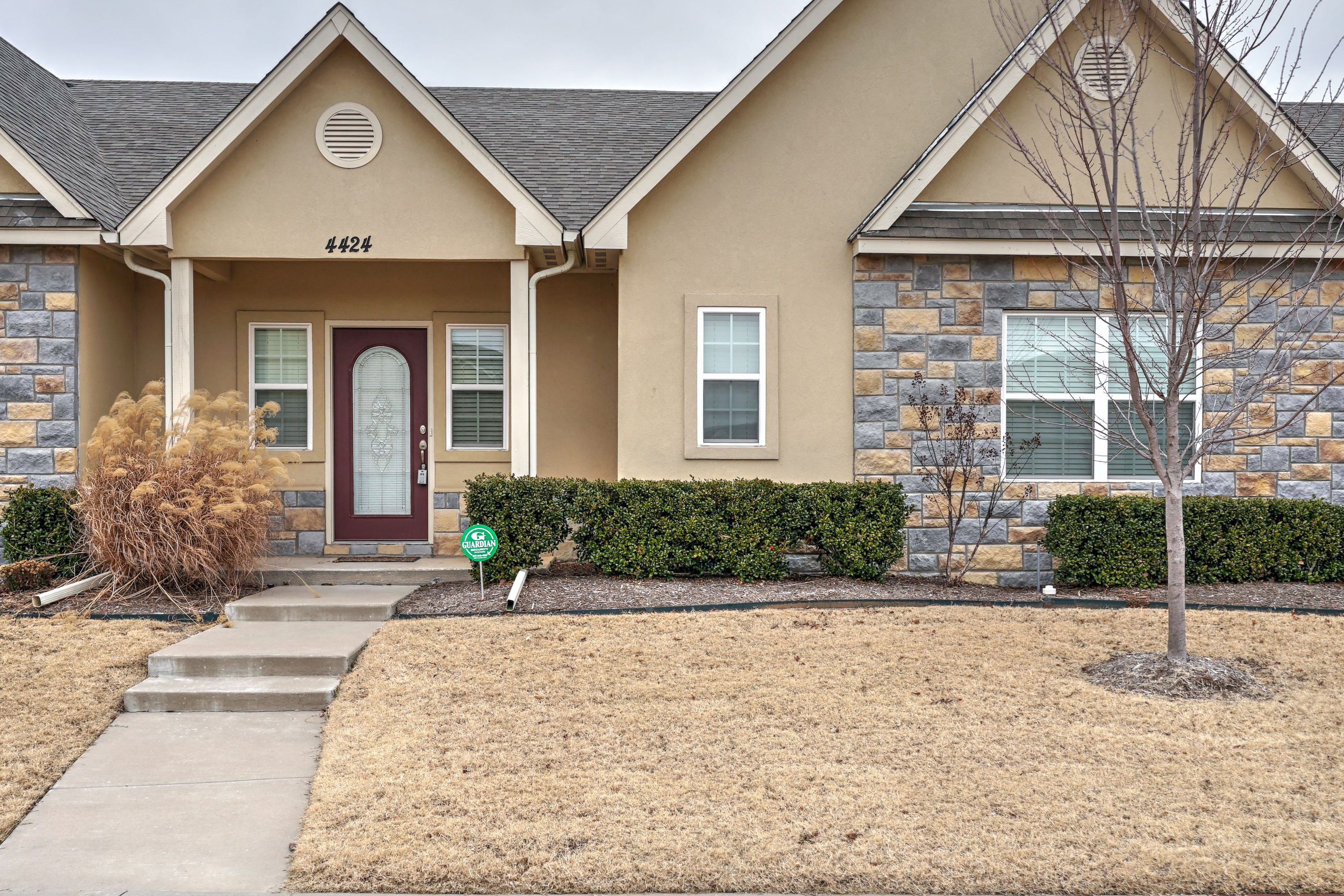 4424 W Fort Worth Street Property Photo
