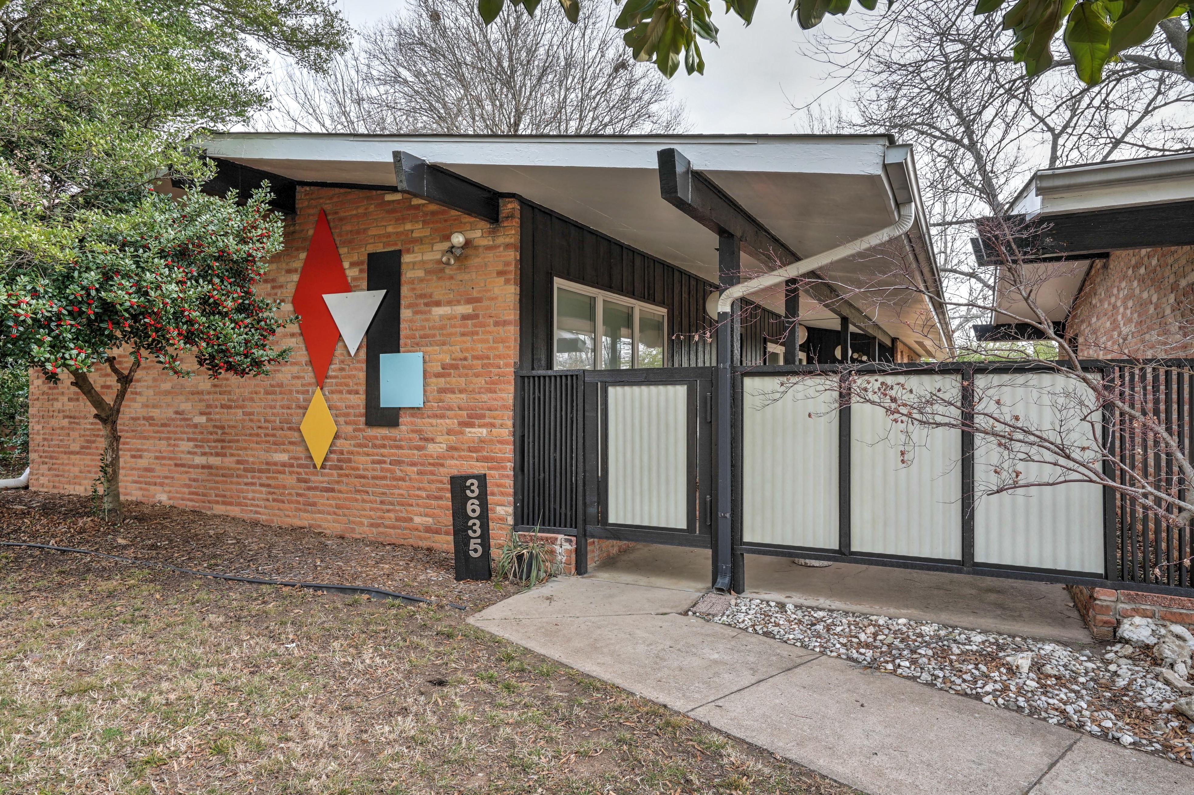 3635 S New Haven Avenue Property Photo 1