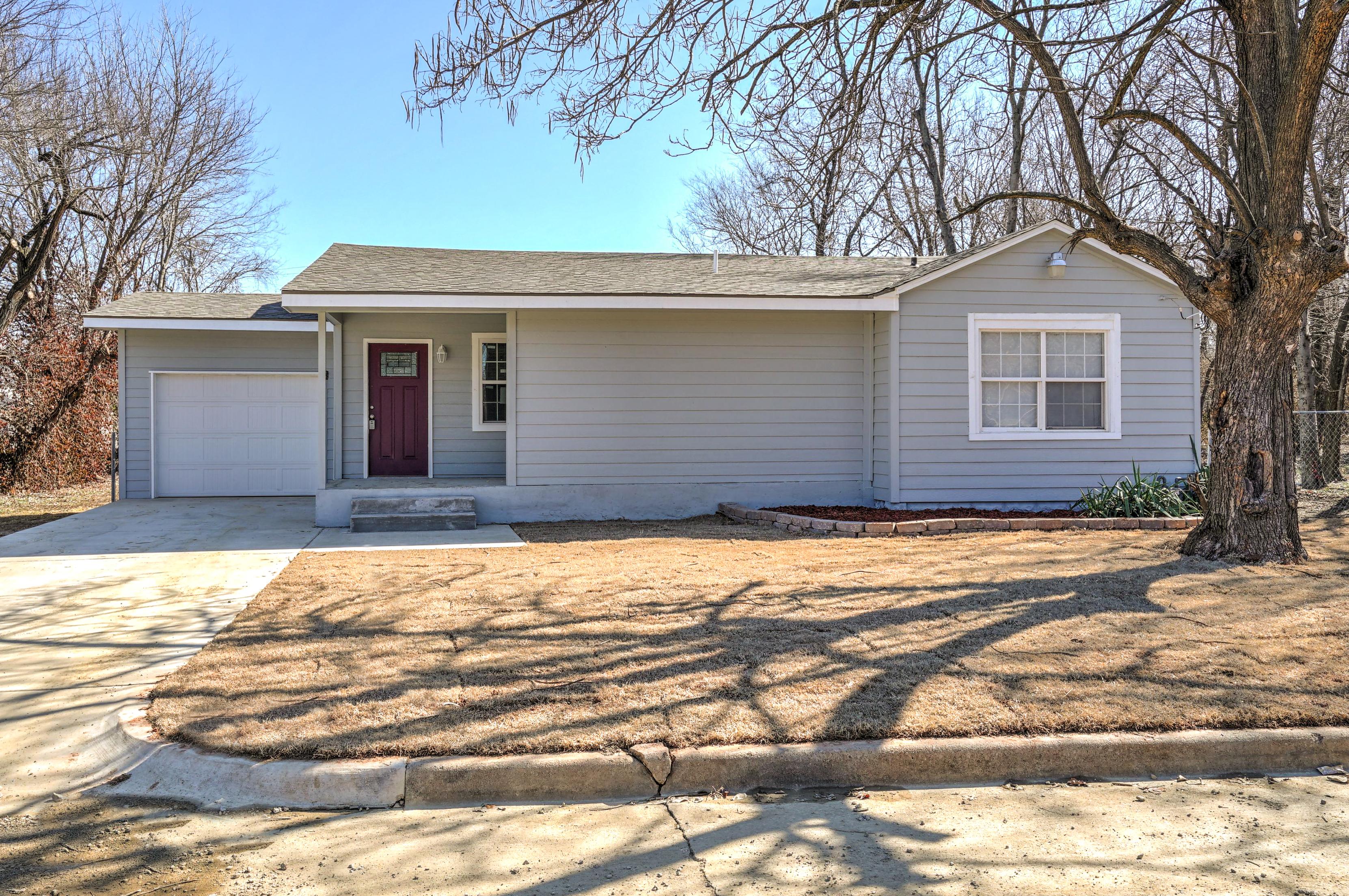 2531 N Lansing Avenue Property Photo 1