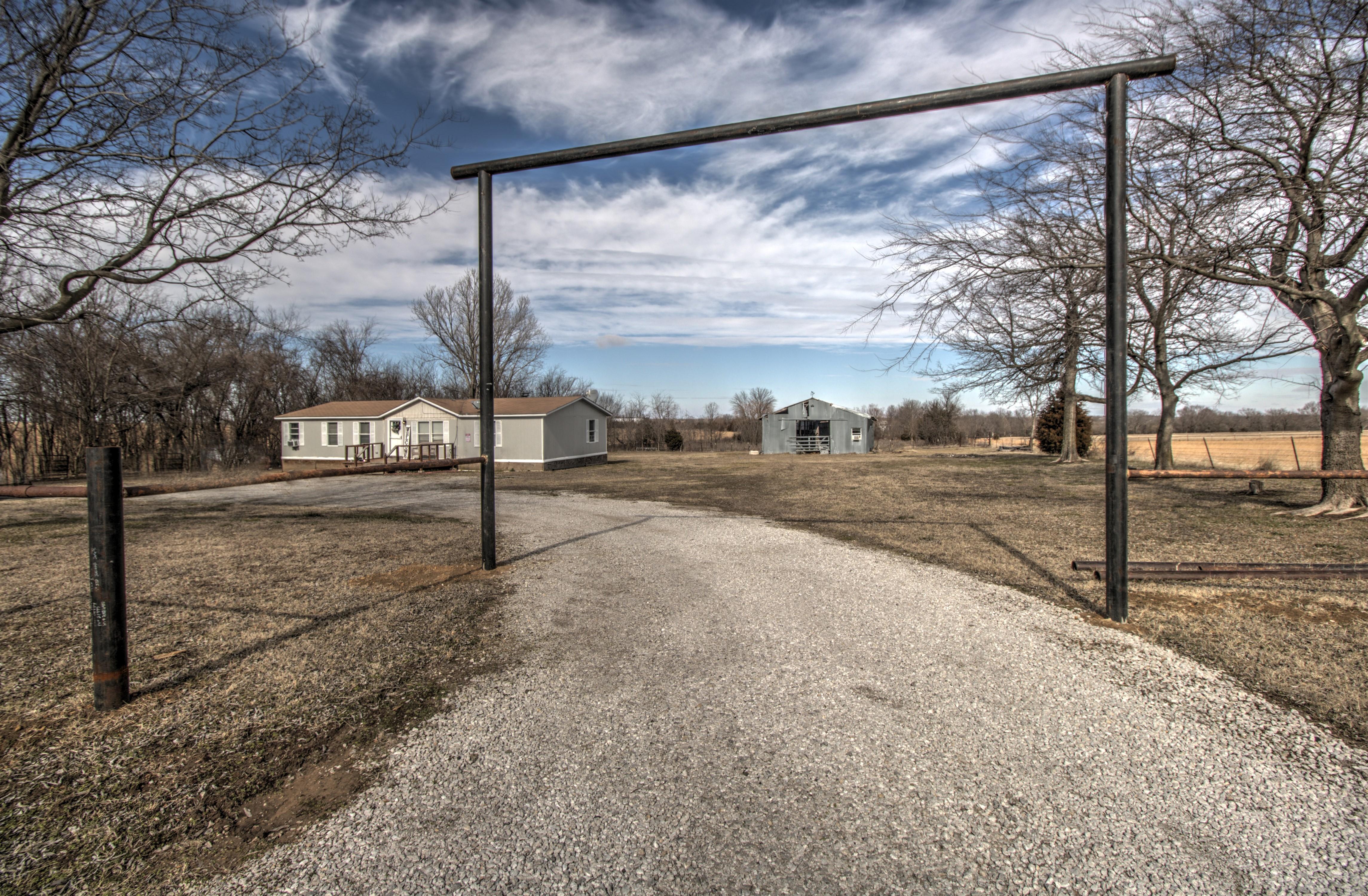 5301 E 420 Road Property Photo