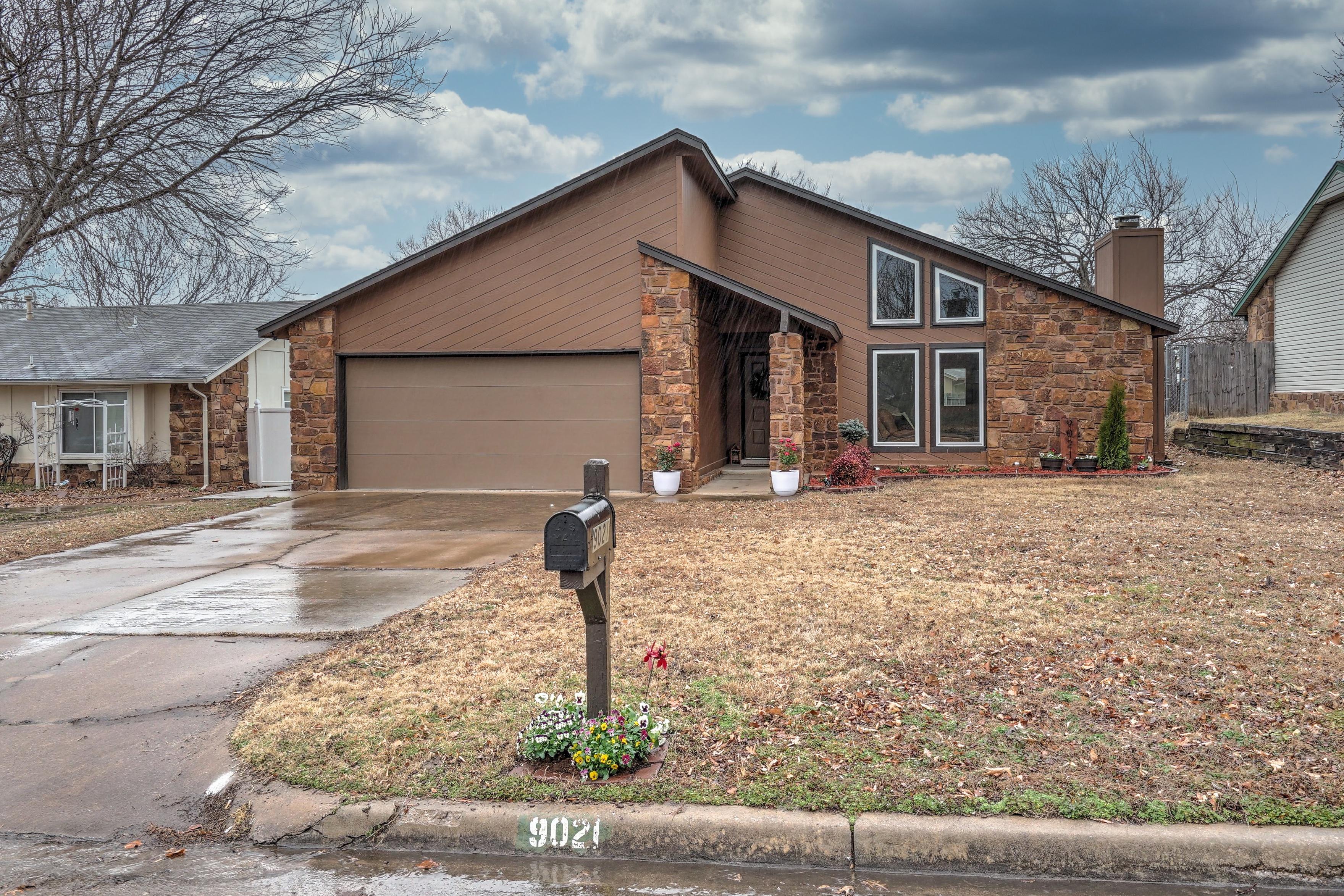 9021 E 95th Street Property Photo