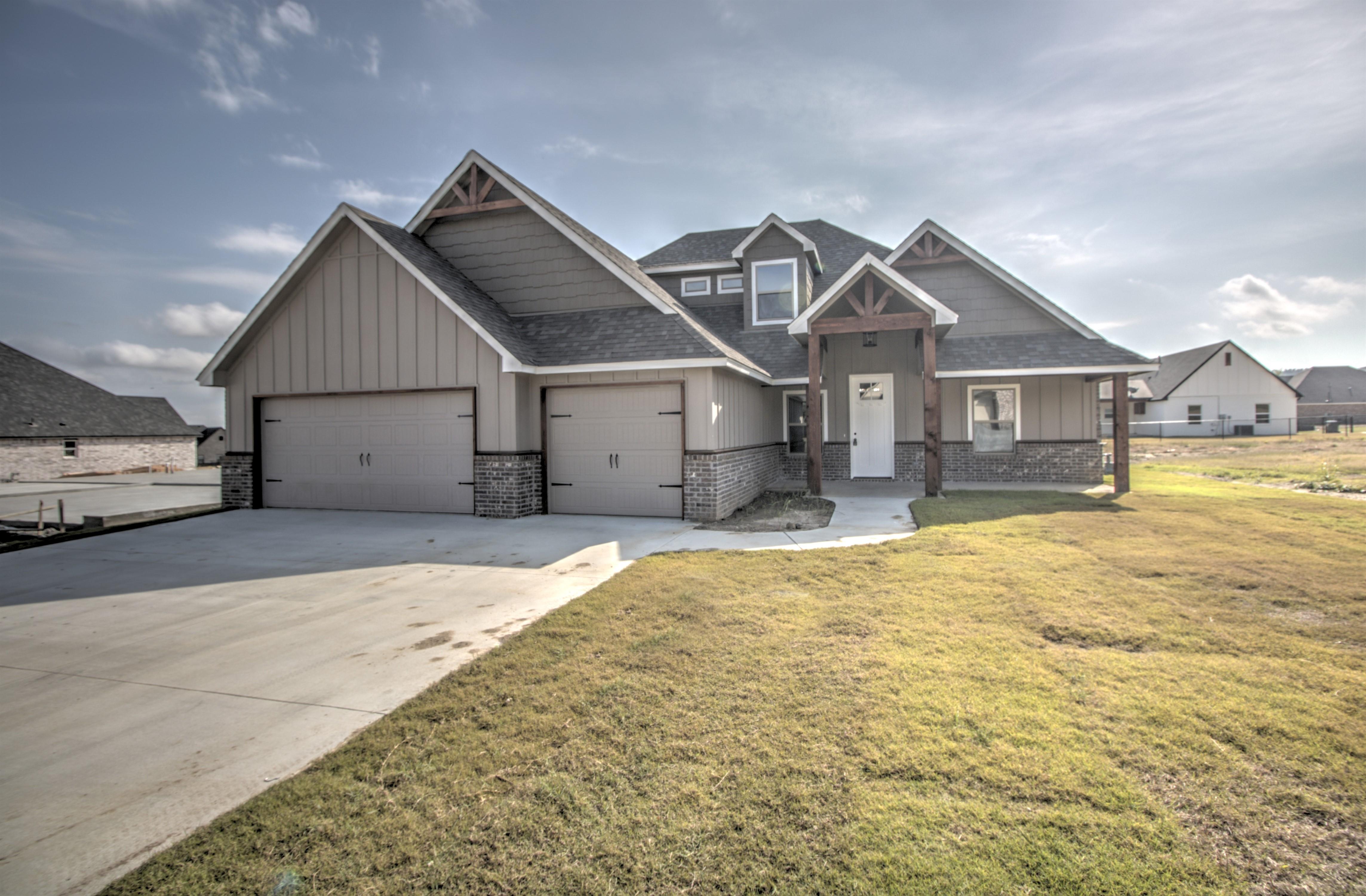 2971 N Hilltop Drive Property Photo 1