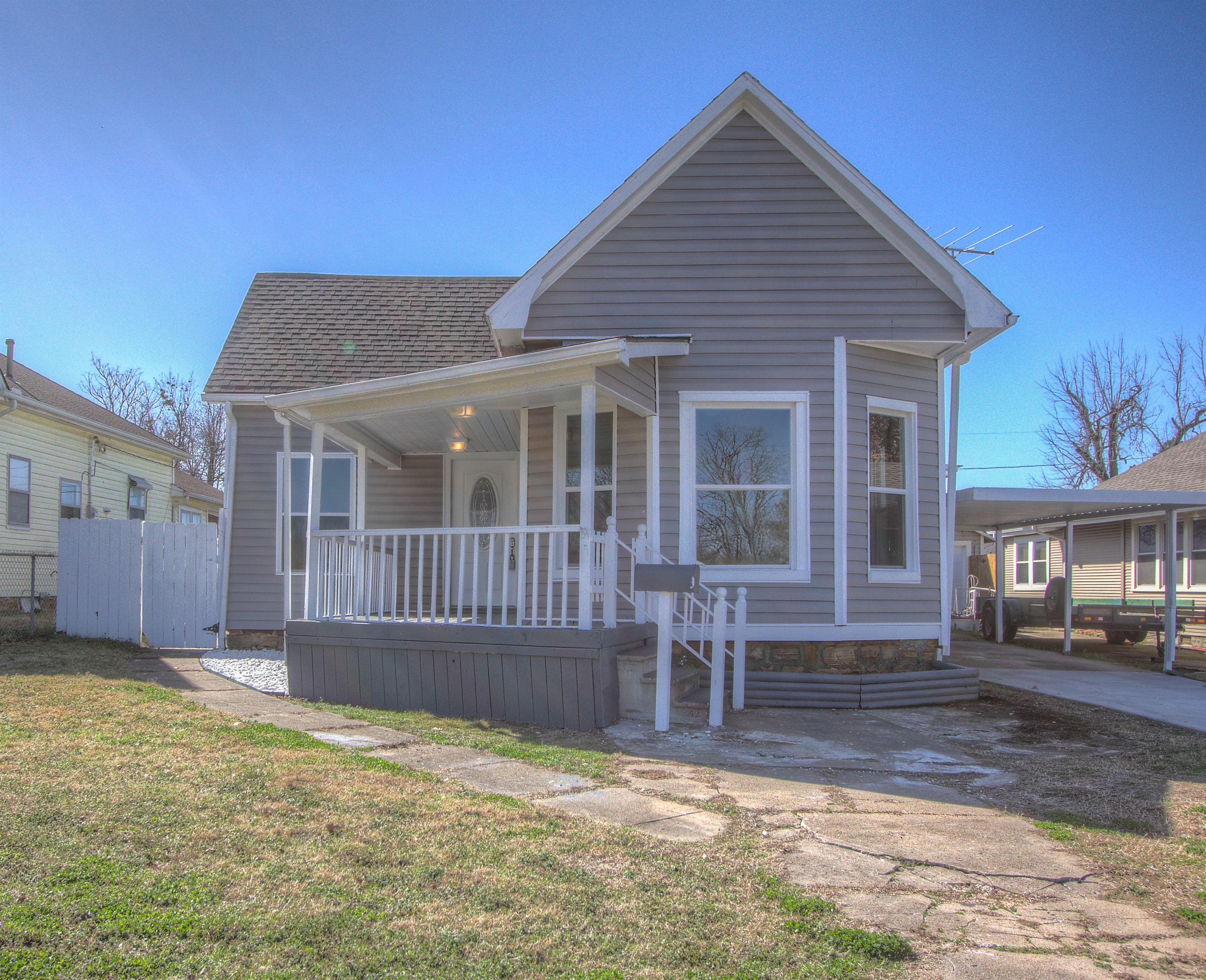 1016 E Thompson Avenue Property Photo