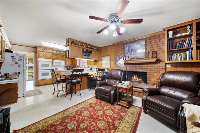 6975 S 241st Avenue Property Photo 9
