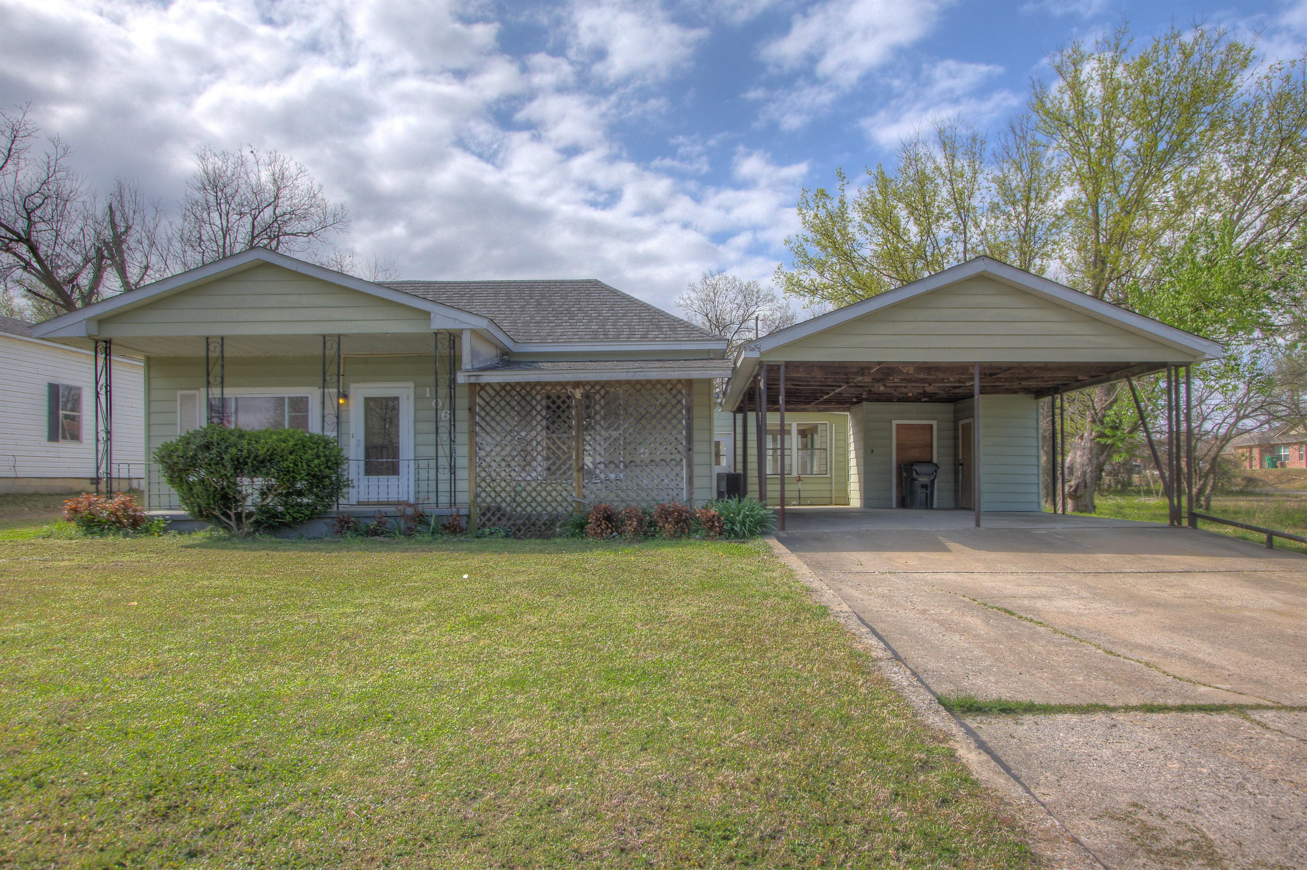106 E Mill Avenue Property Photo 1