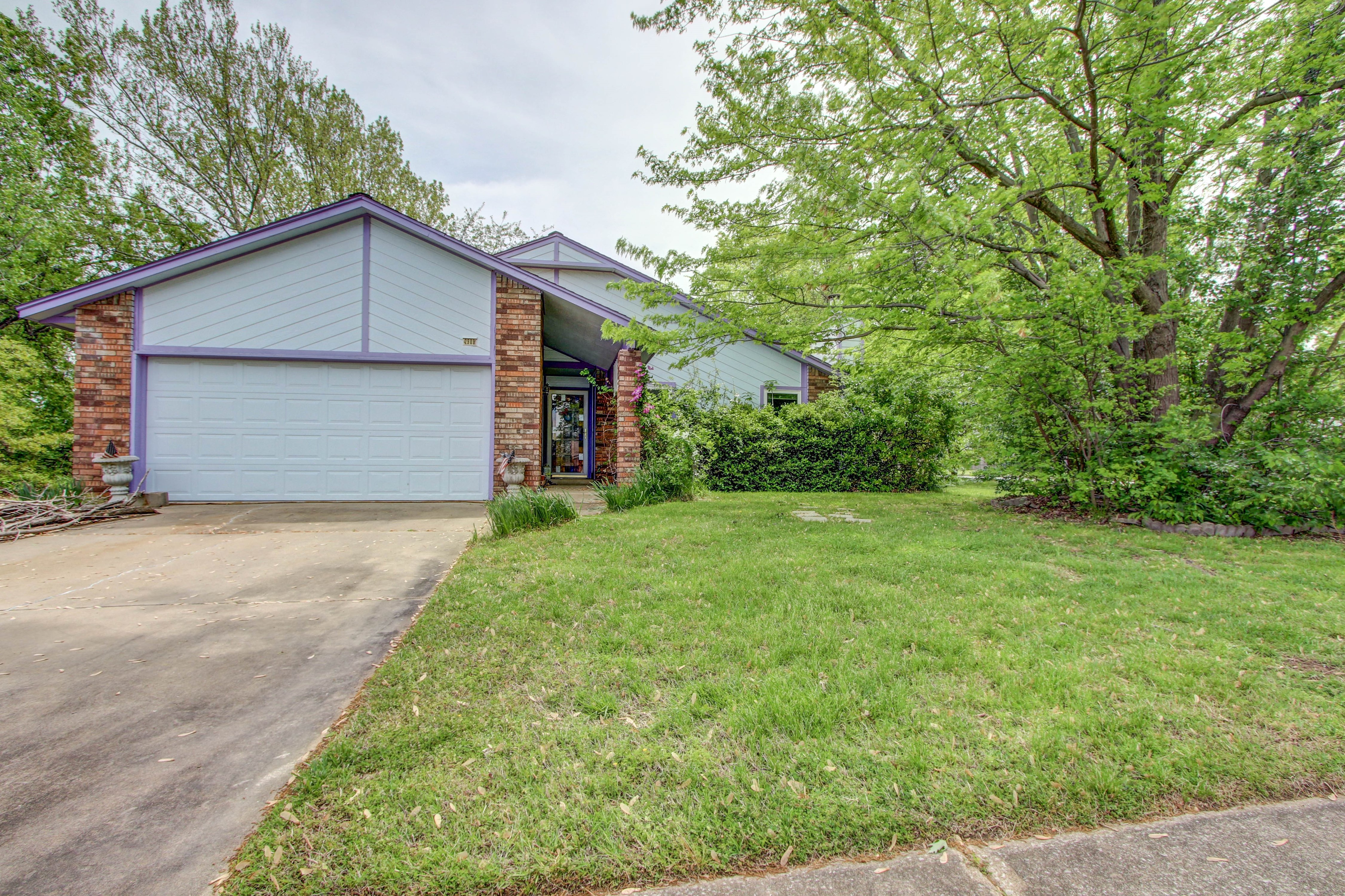 2909 S Narcissus Avenue Property Photo 1
