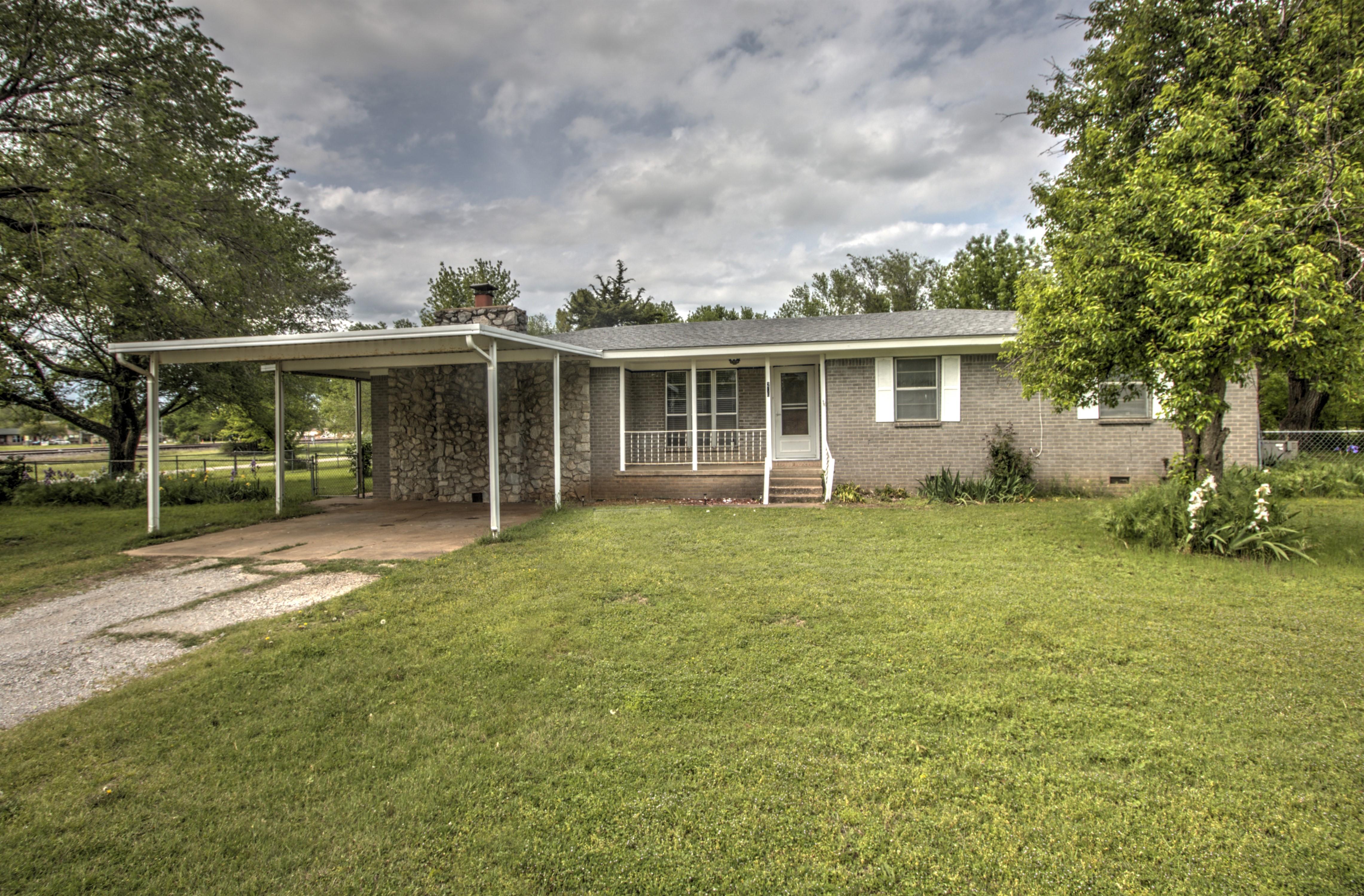 206 E Atlas Avenue Property Photo