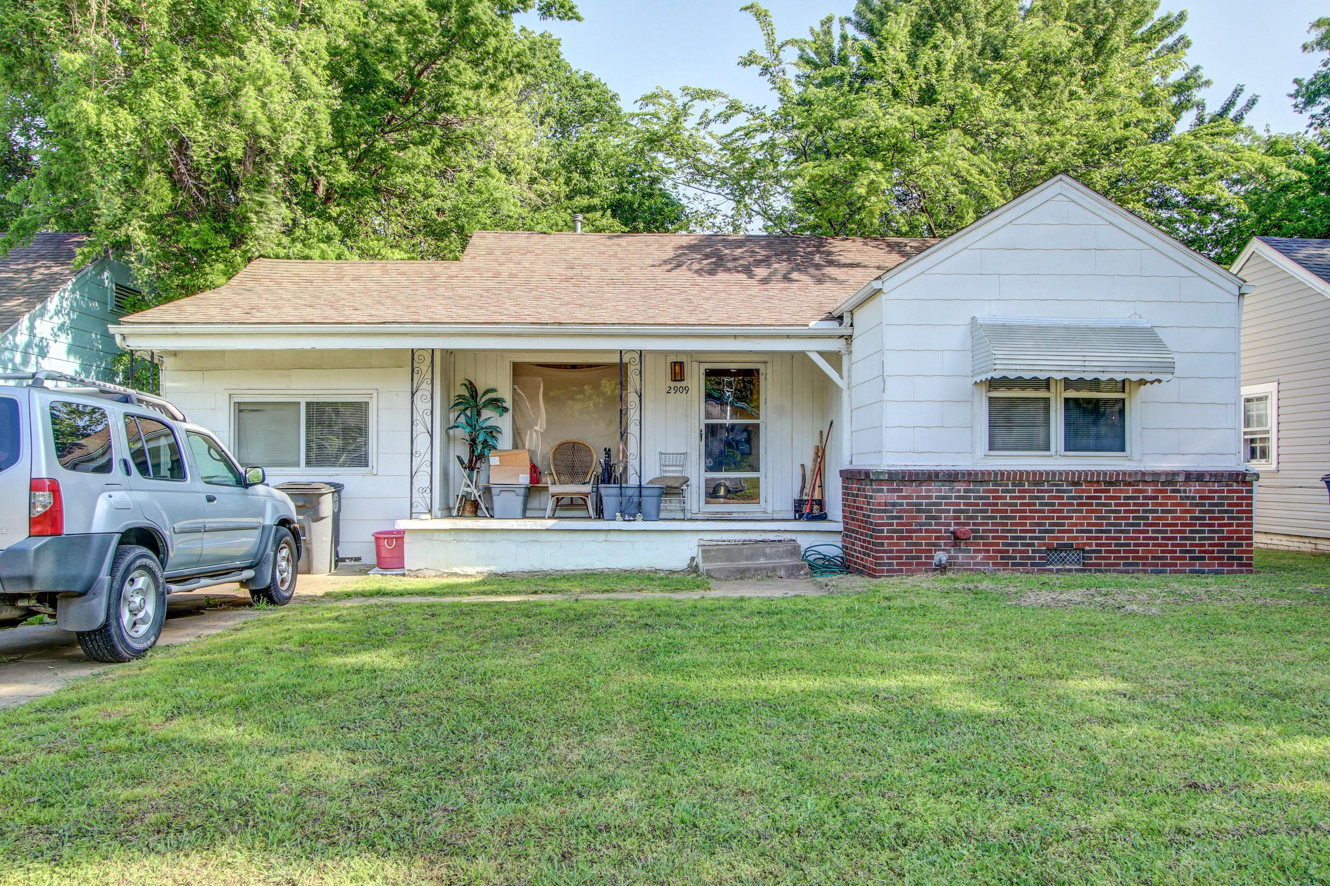2909 E 1st Street Property Photo 1