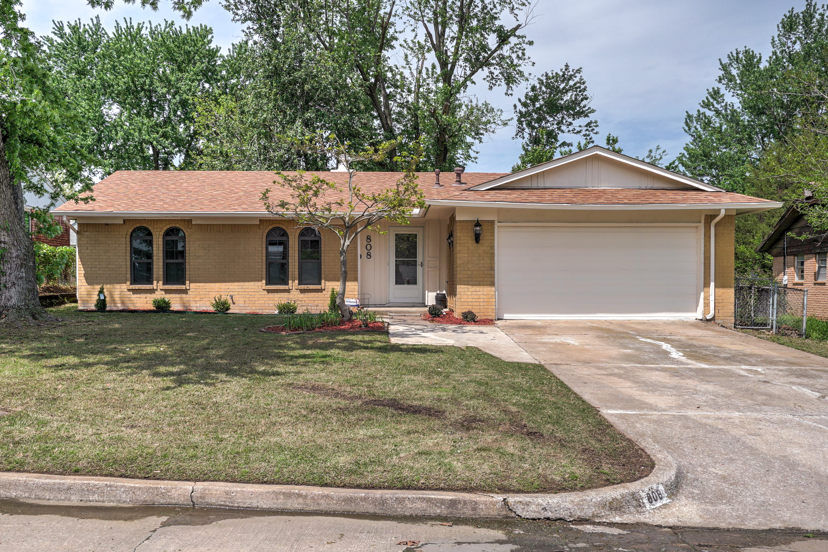 808 N Moccasin Street Property Photo 1