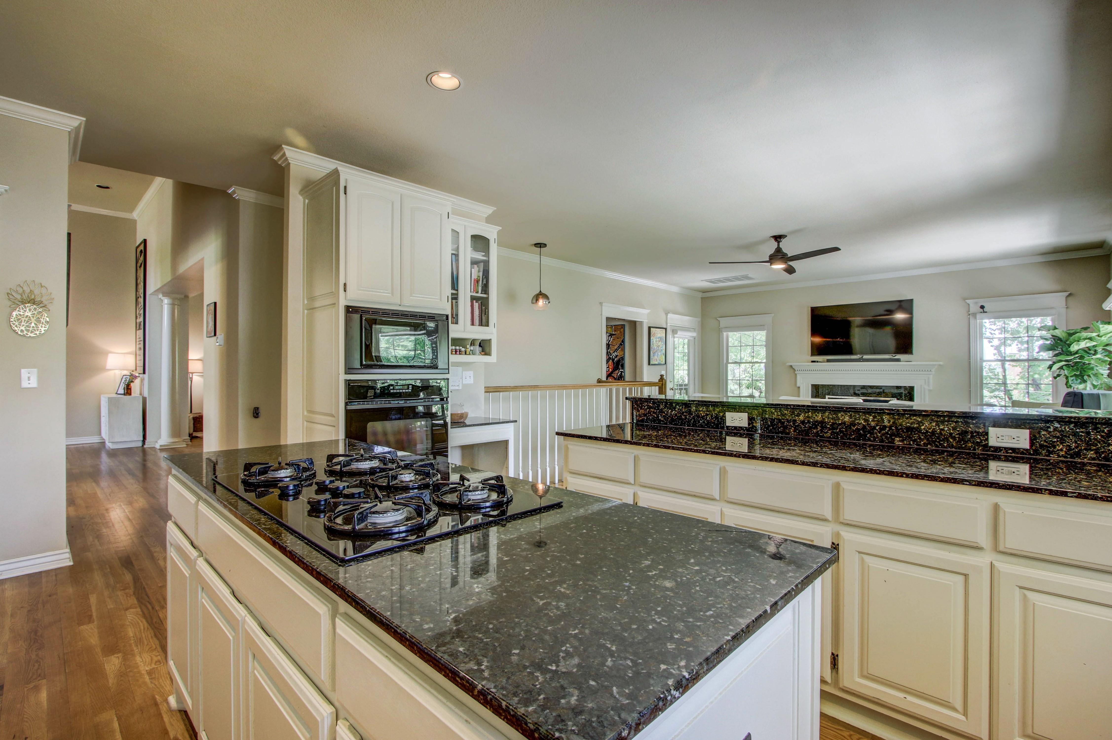 8024 S Darlington Avenue Property Photo 9