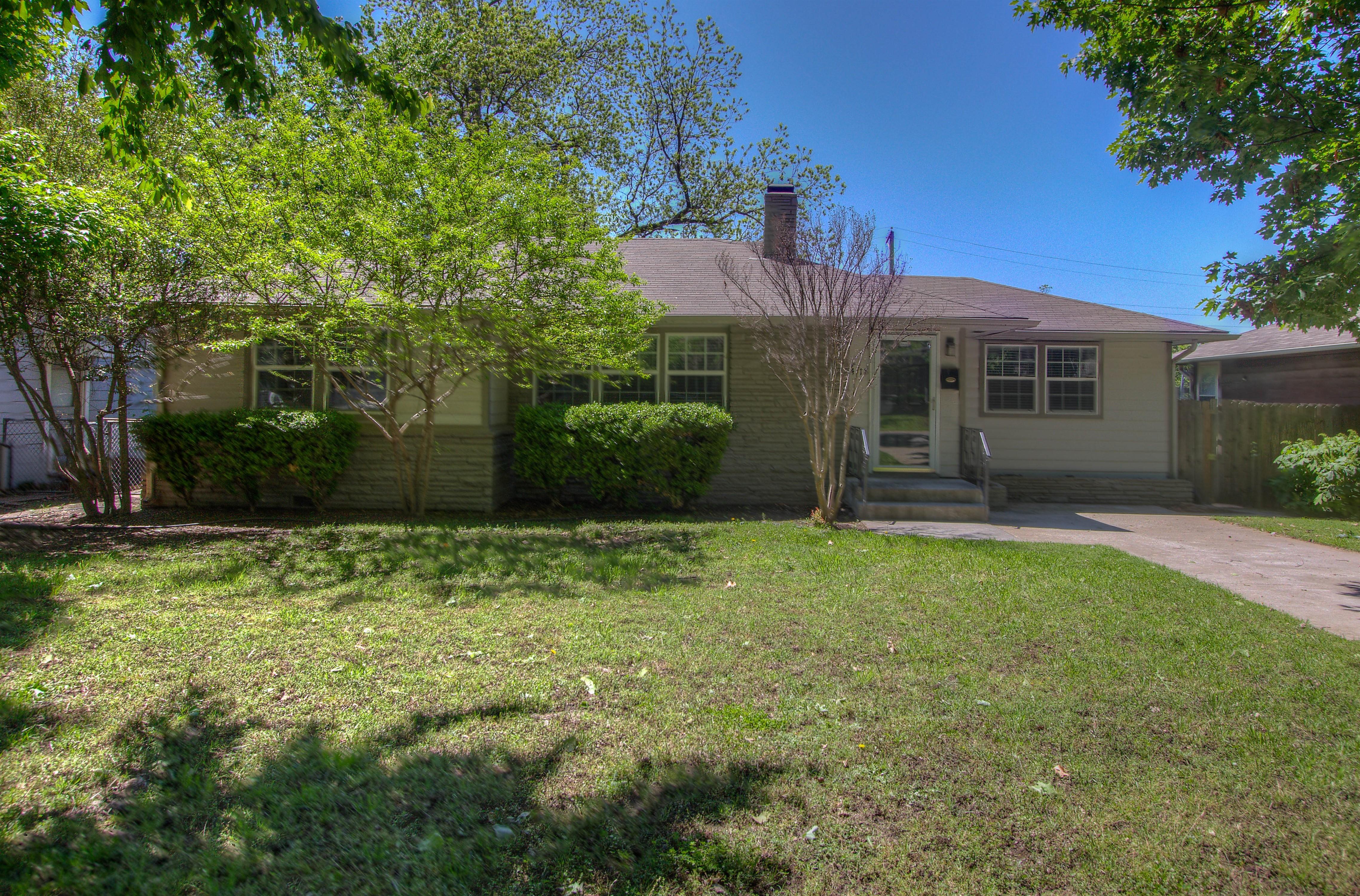 4118 E 37th Place Property Photo 1
