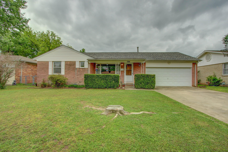 104 W Davis Avenue Property Photo 1