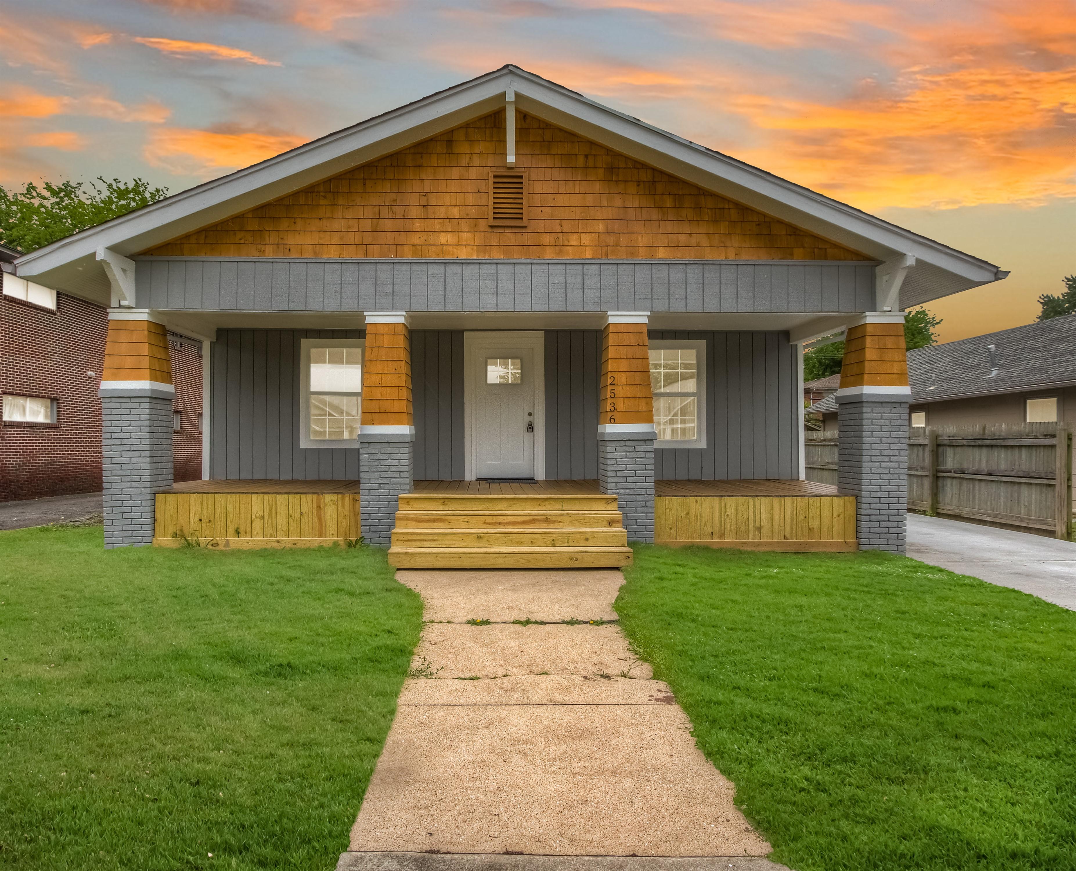 2536 E 7th Street Property Photo 1