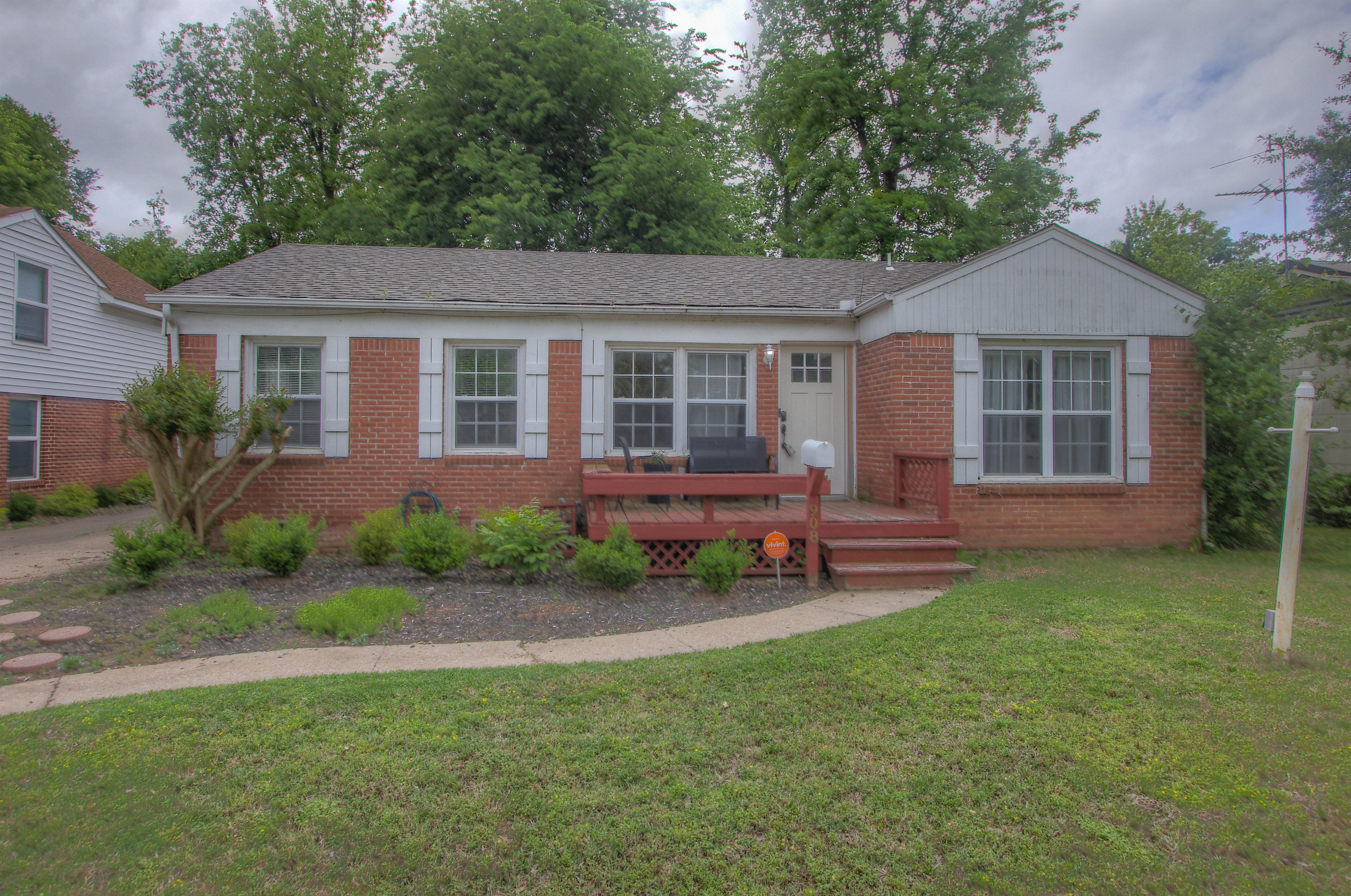908 E 36th Street Property Photo 1
