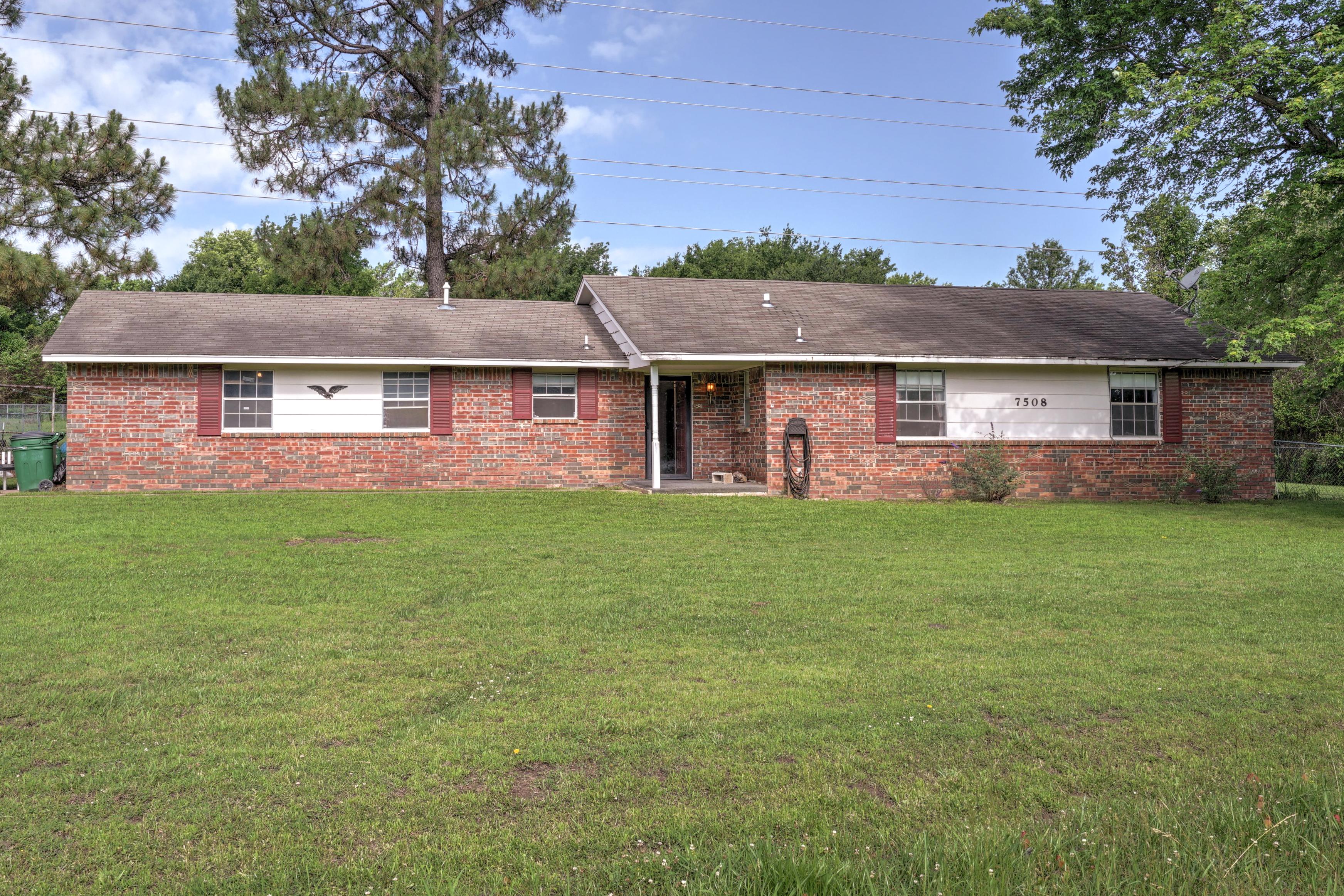 7508 S Bushnell Boulevard Property Photo 1