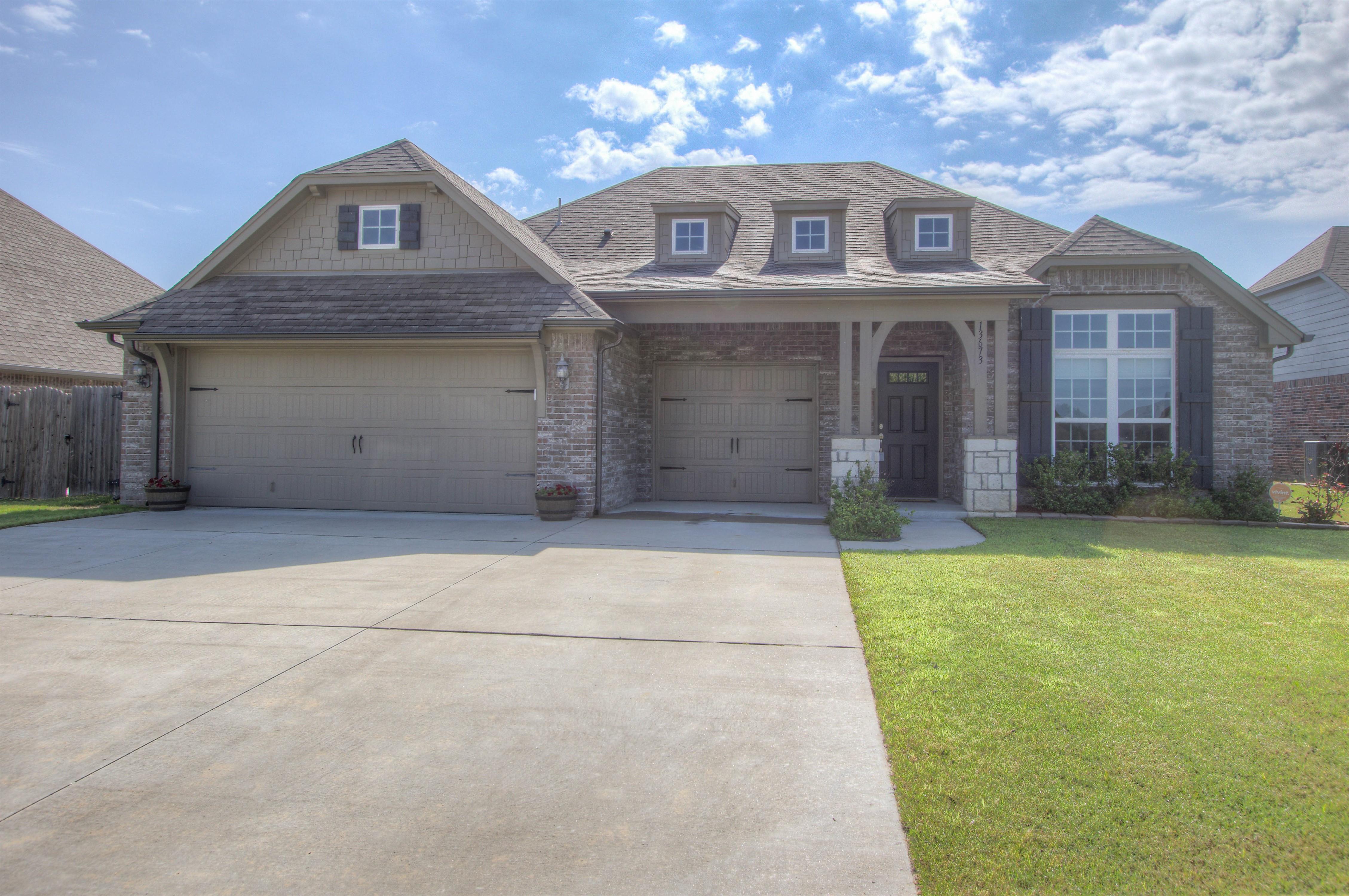 13673 S Iroquois Avenue Property Photo