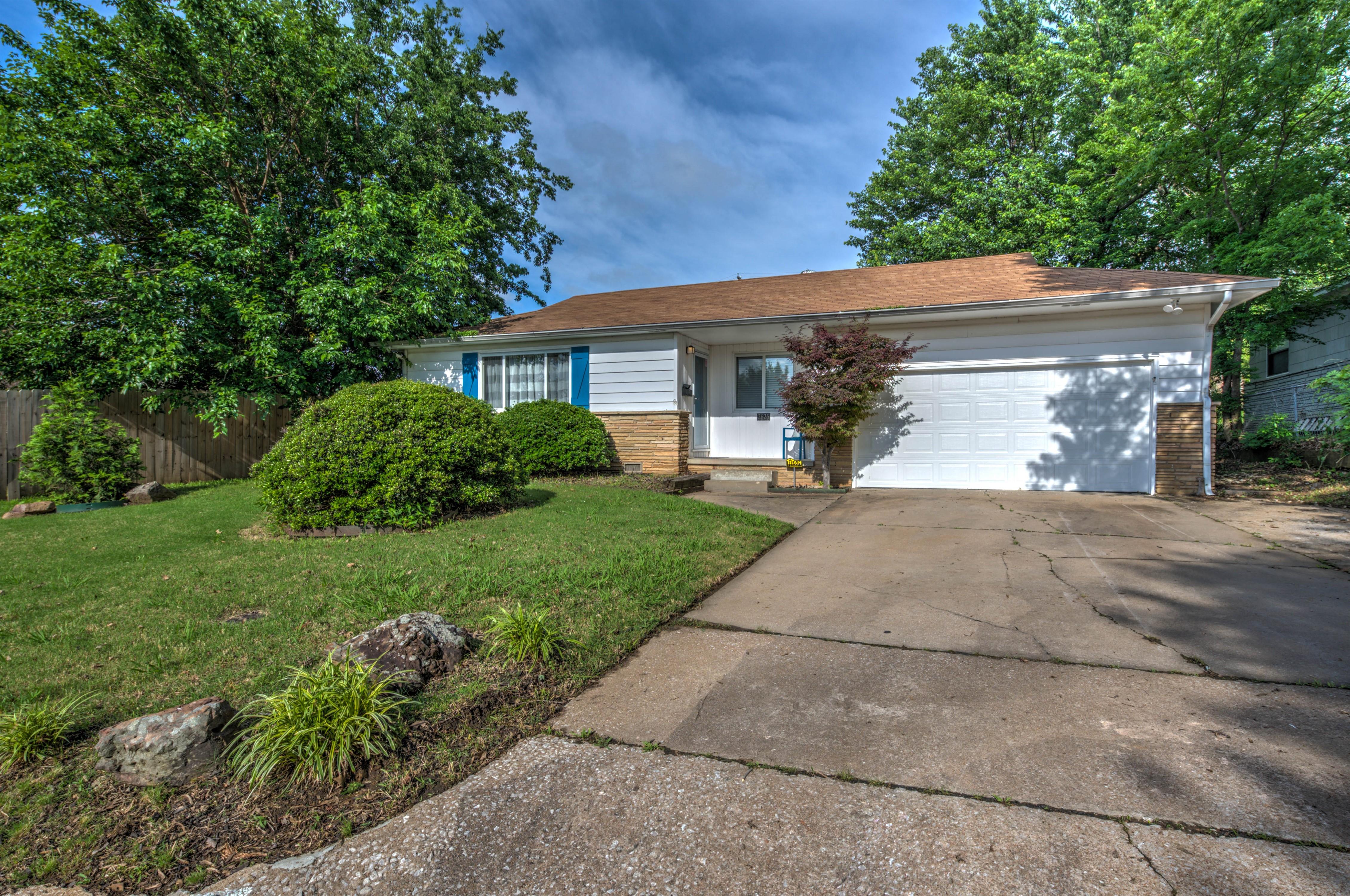 2626 S Maplewood Avenue Property Photo