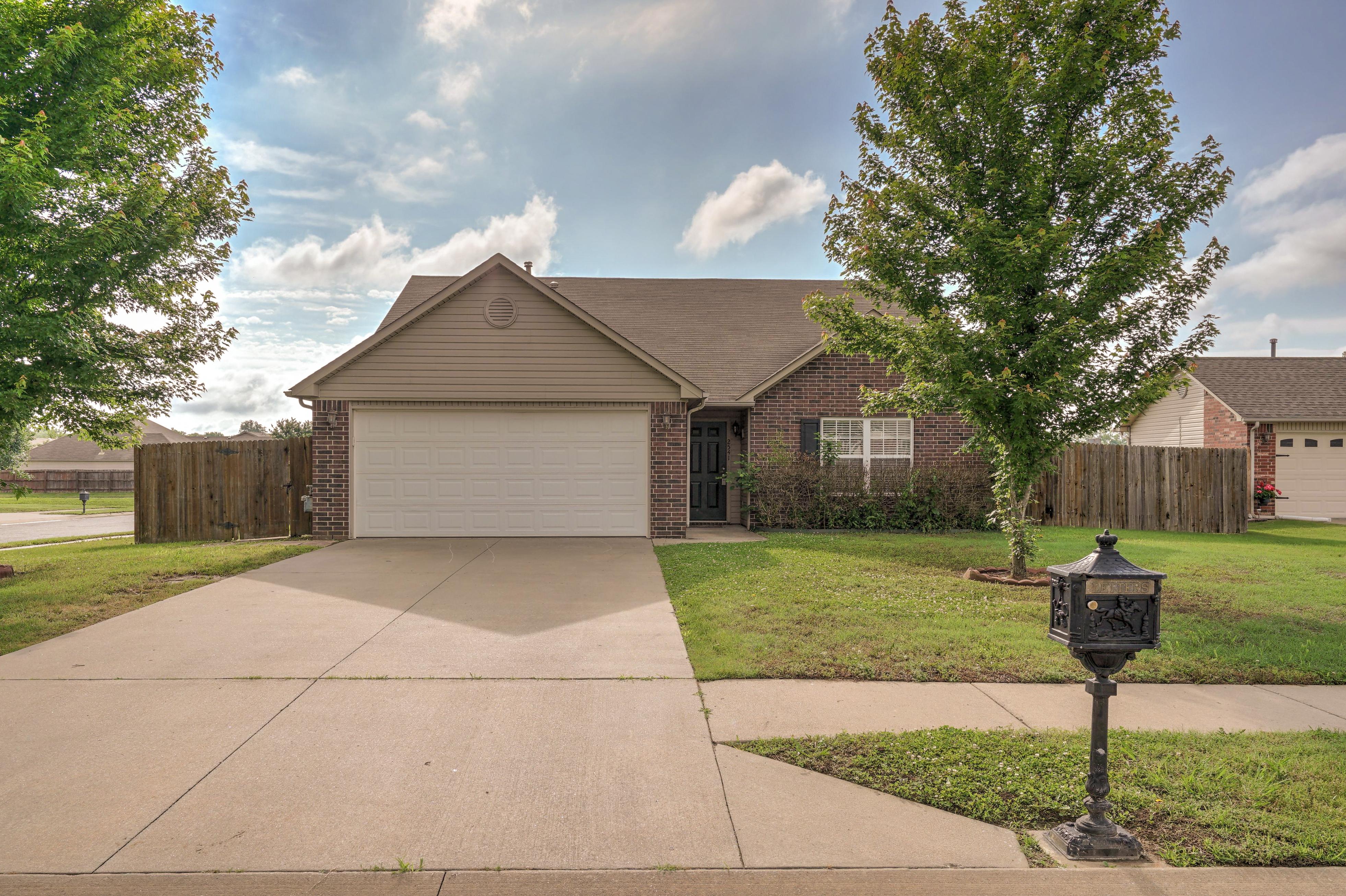 2541 W Poplar Street Property Photo