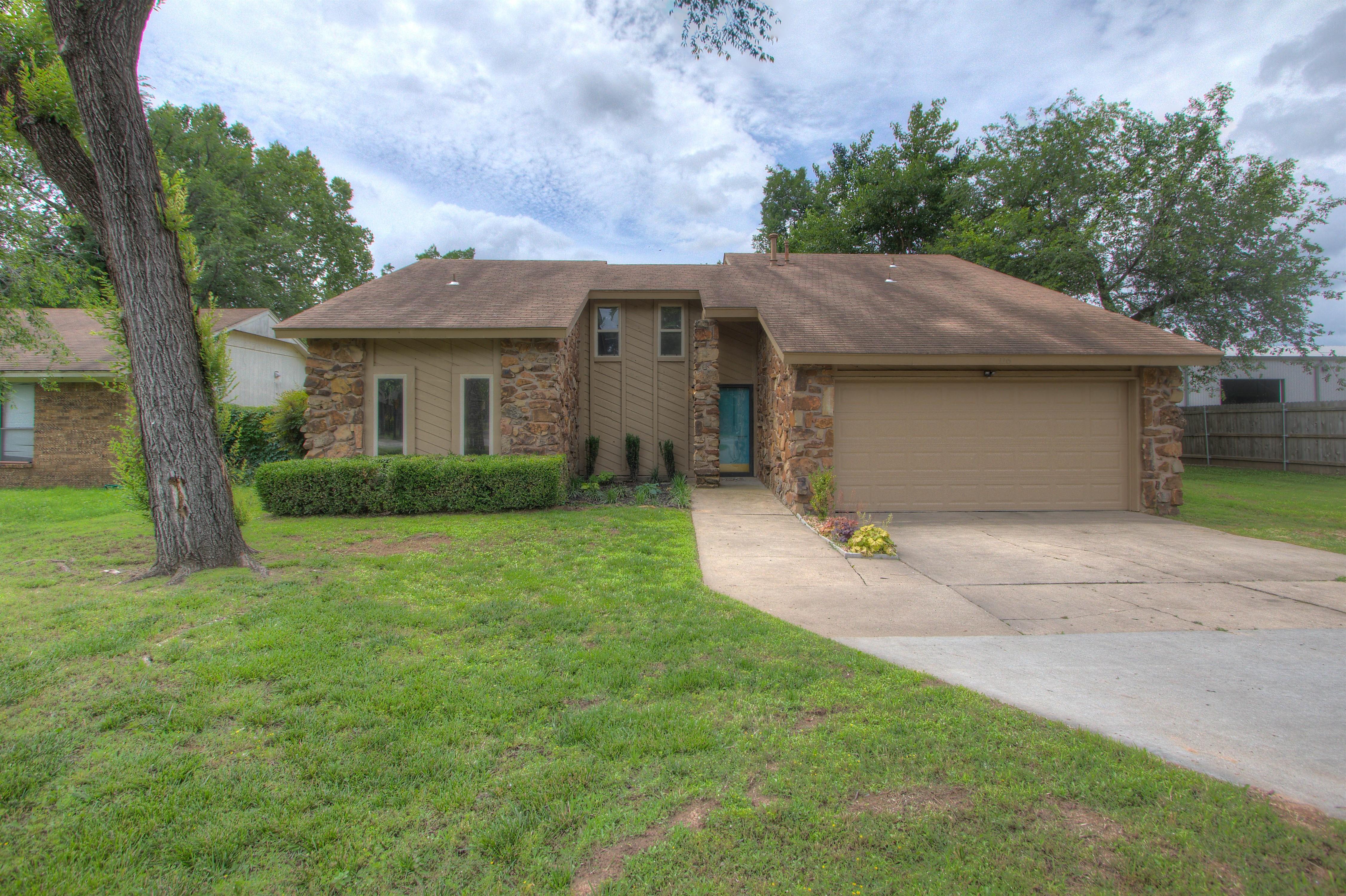 116 W K. Place Property Photo 1