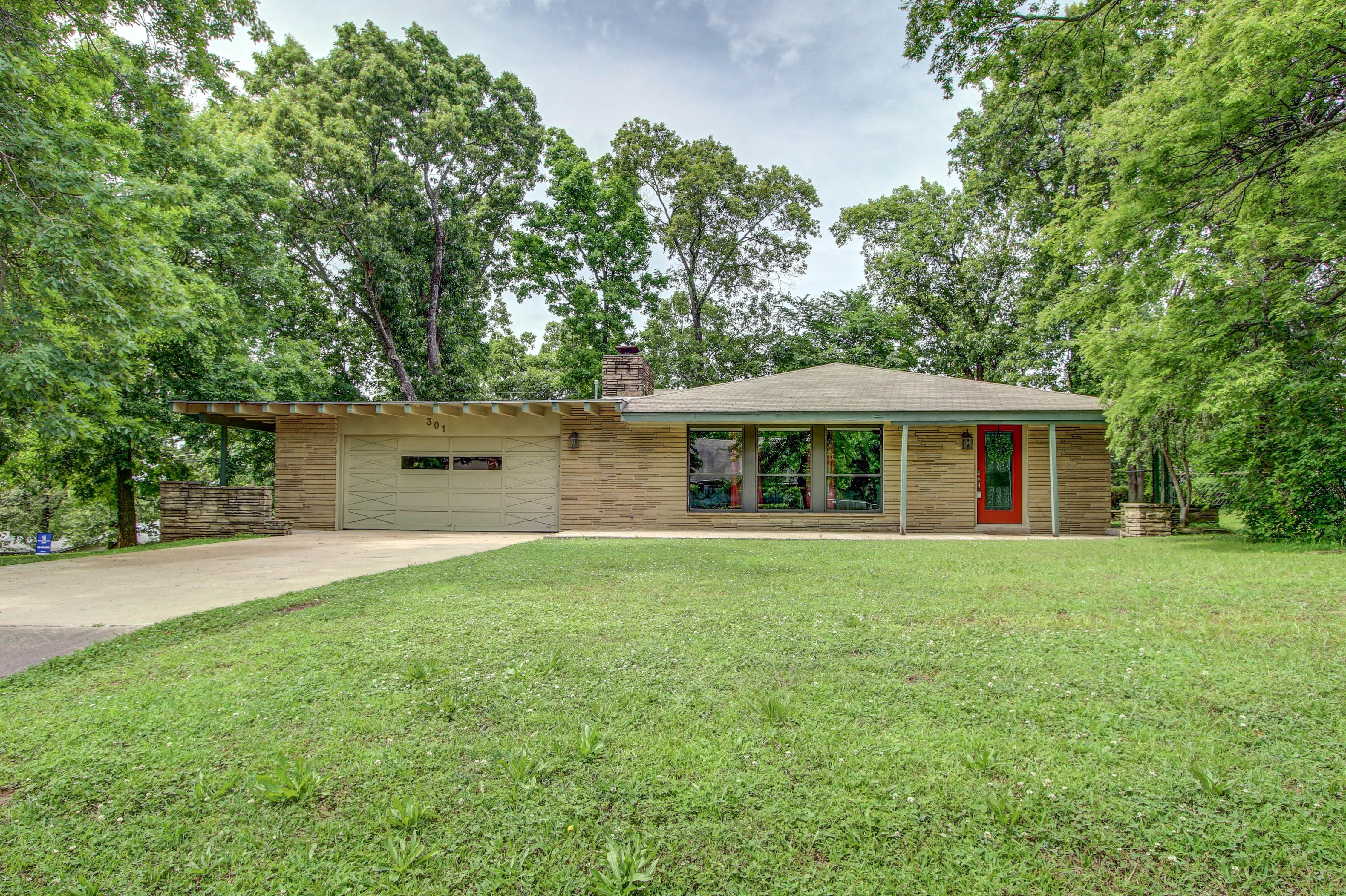 301 Tanglewood Drive Property Photo