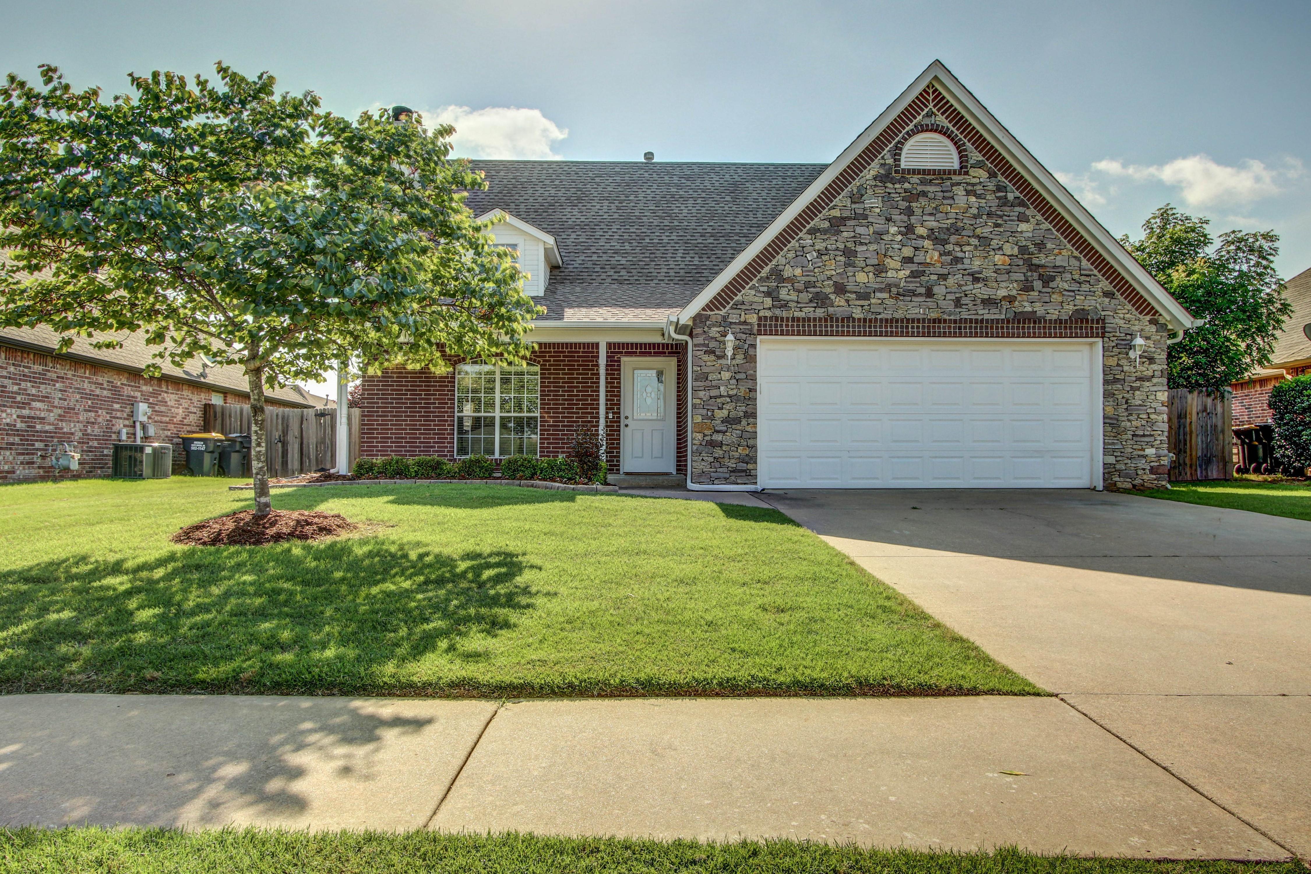 12001 S Oak Street Property Photo 1