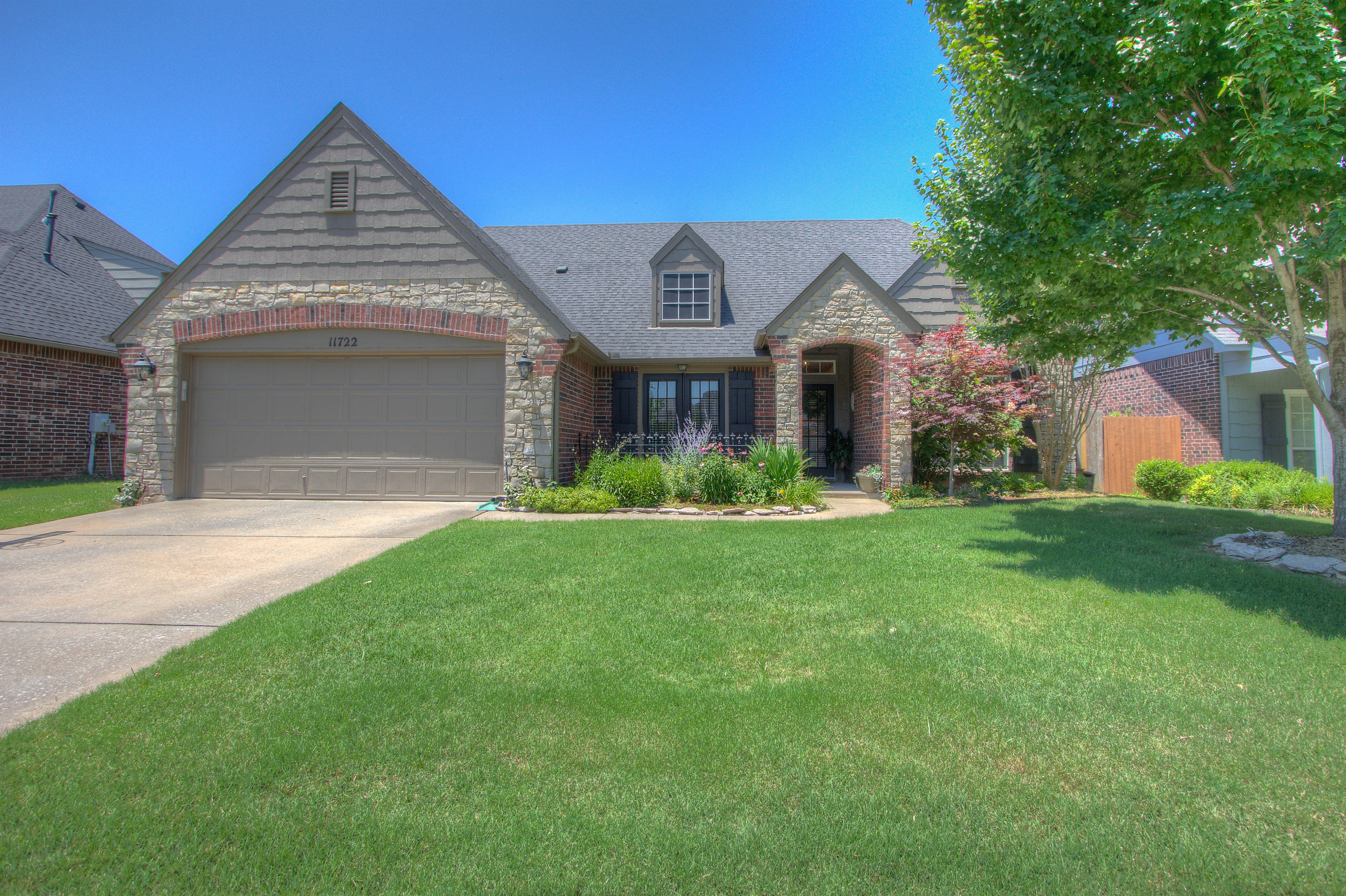 11722 S Willow Street Property Photo 1