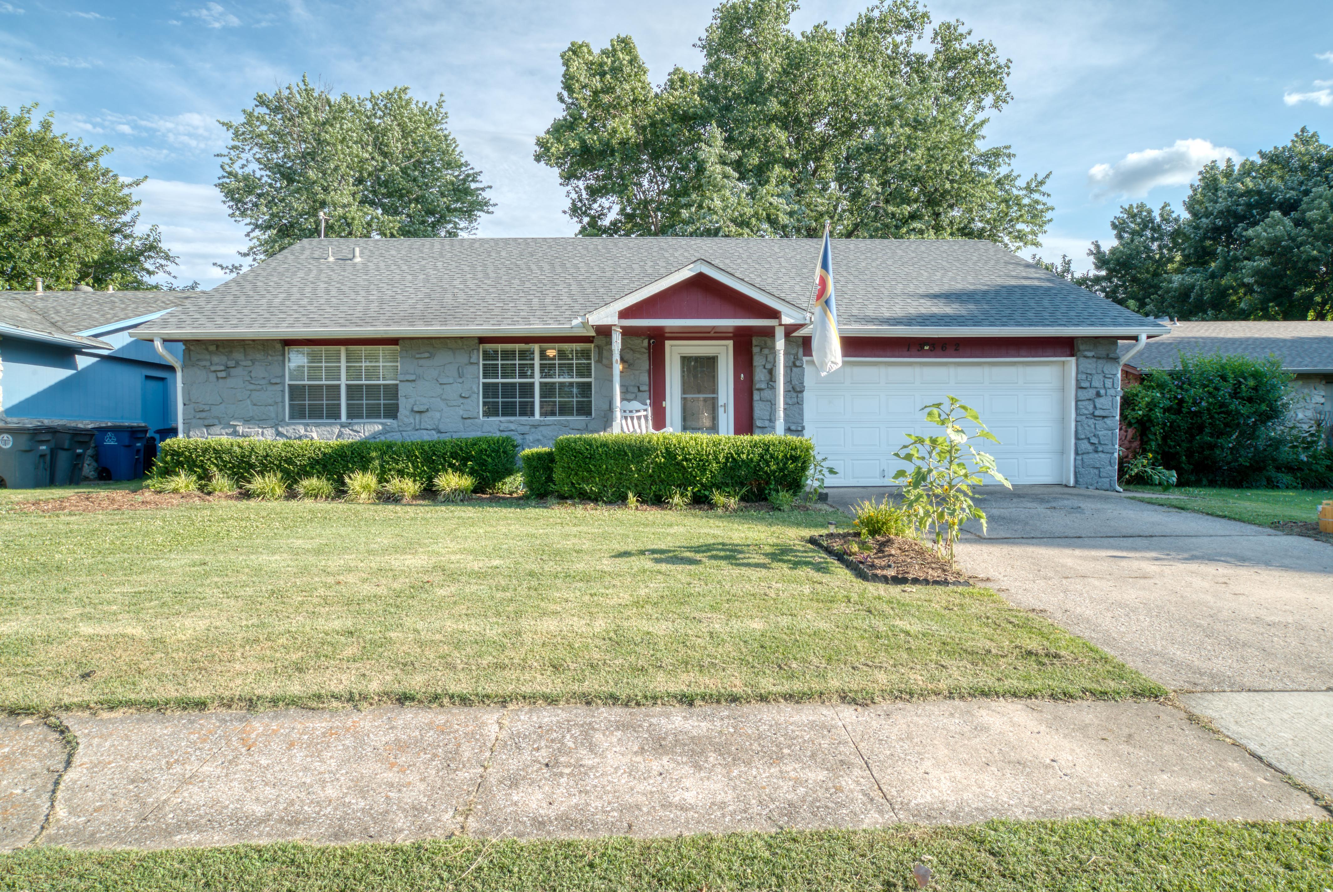 13362 E 32nd Place Property Photo 1