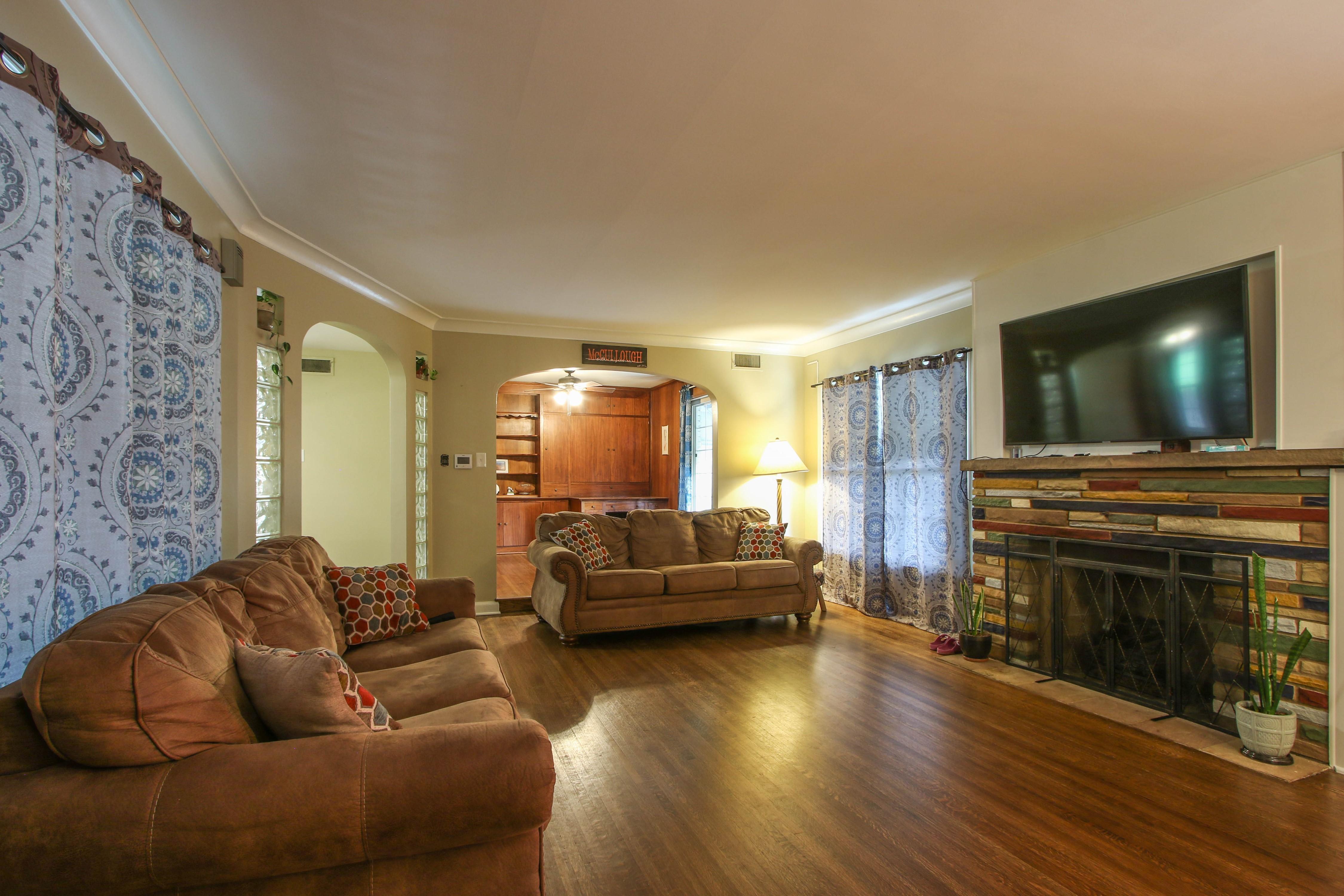 309 W 10th Avenue Property Photo 4