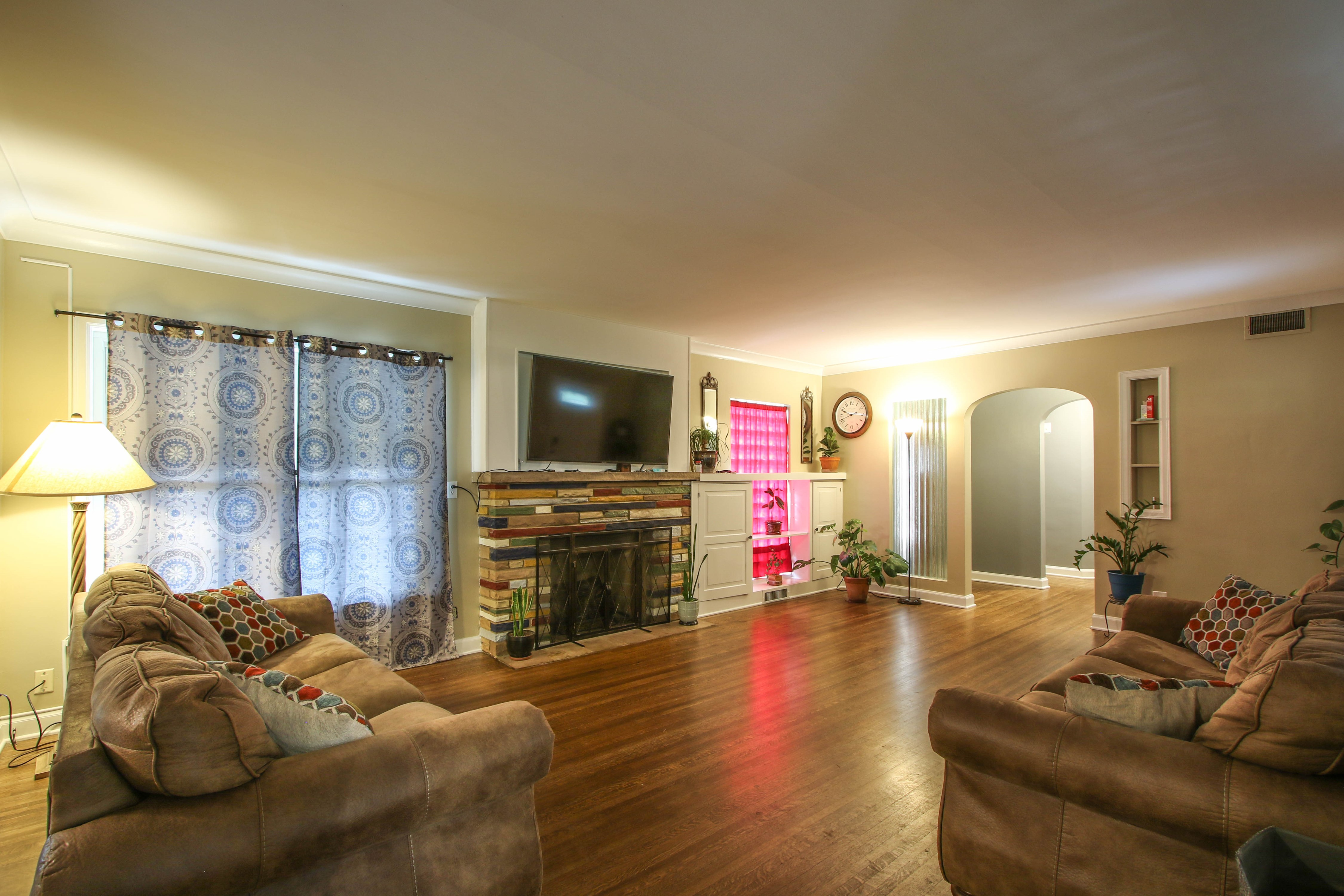 309 W 10th Avenue Property Photo 6