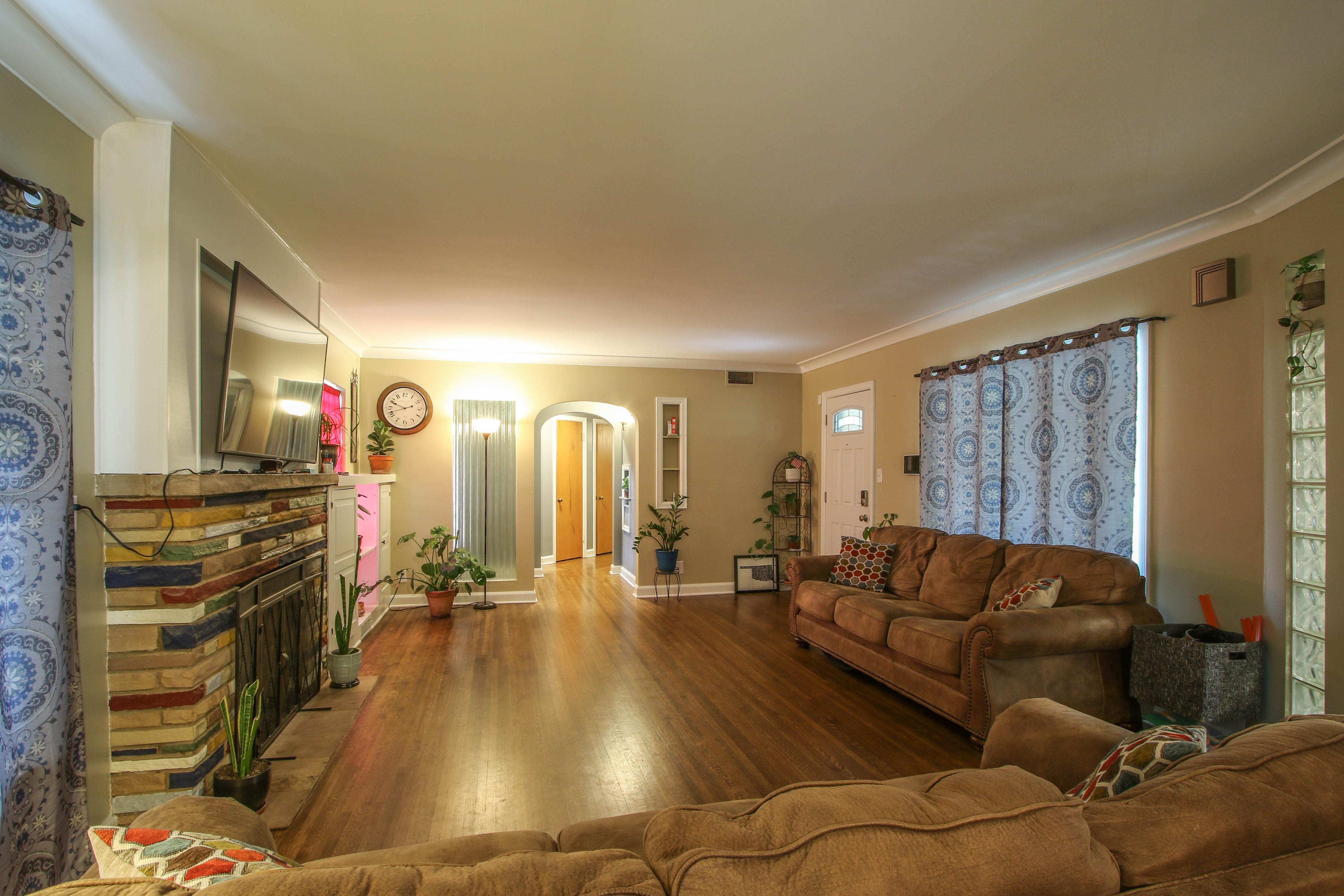 309 W 10th Avenue Property Photo 7