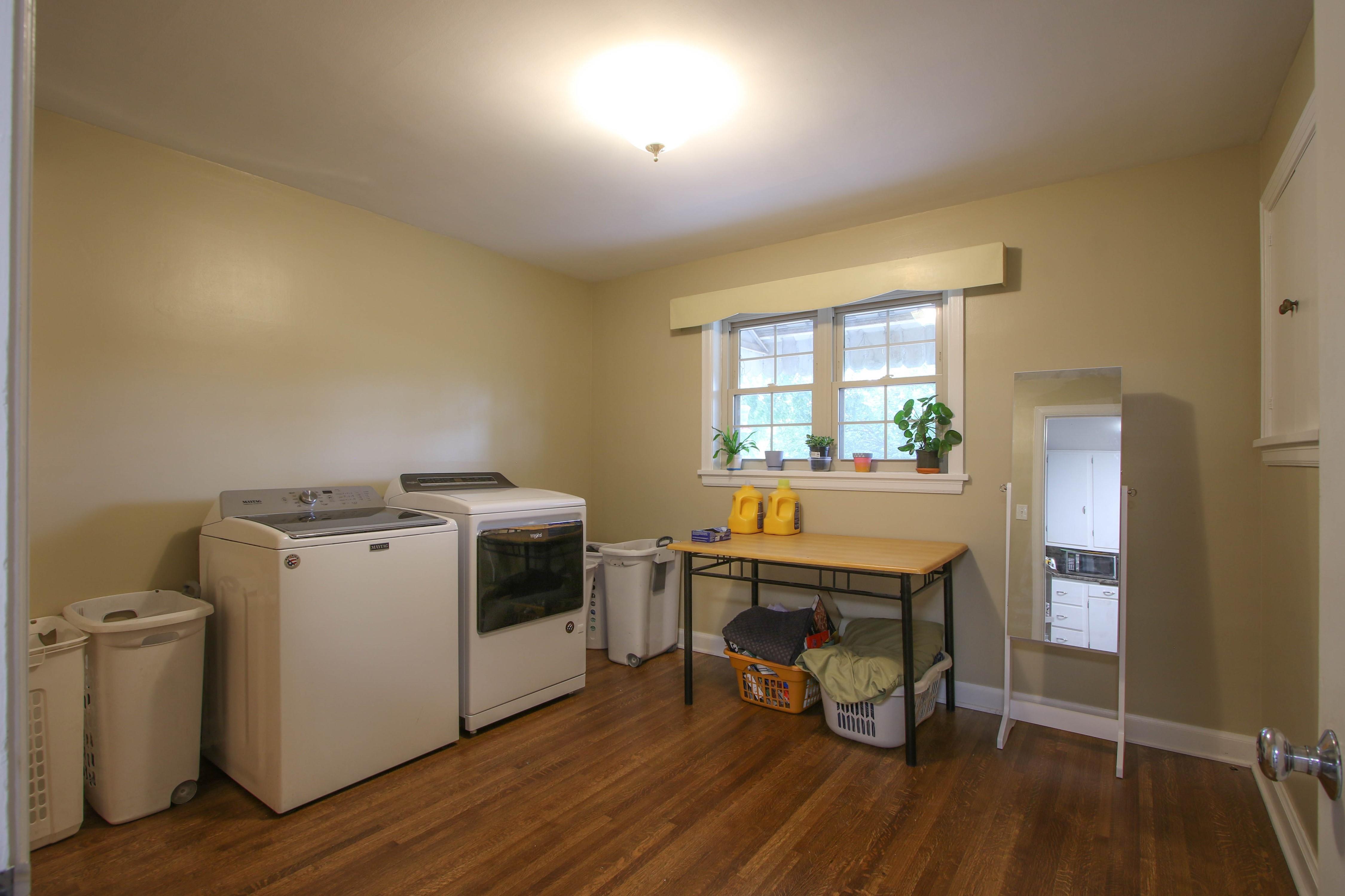 309 W 10th Avenue Property Photo 17