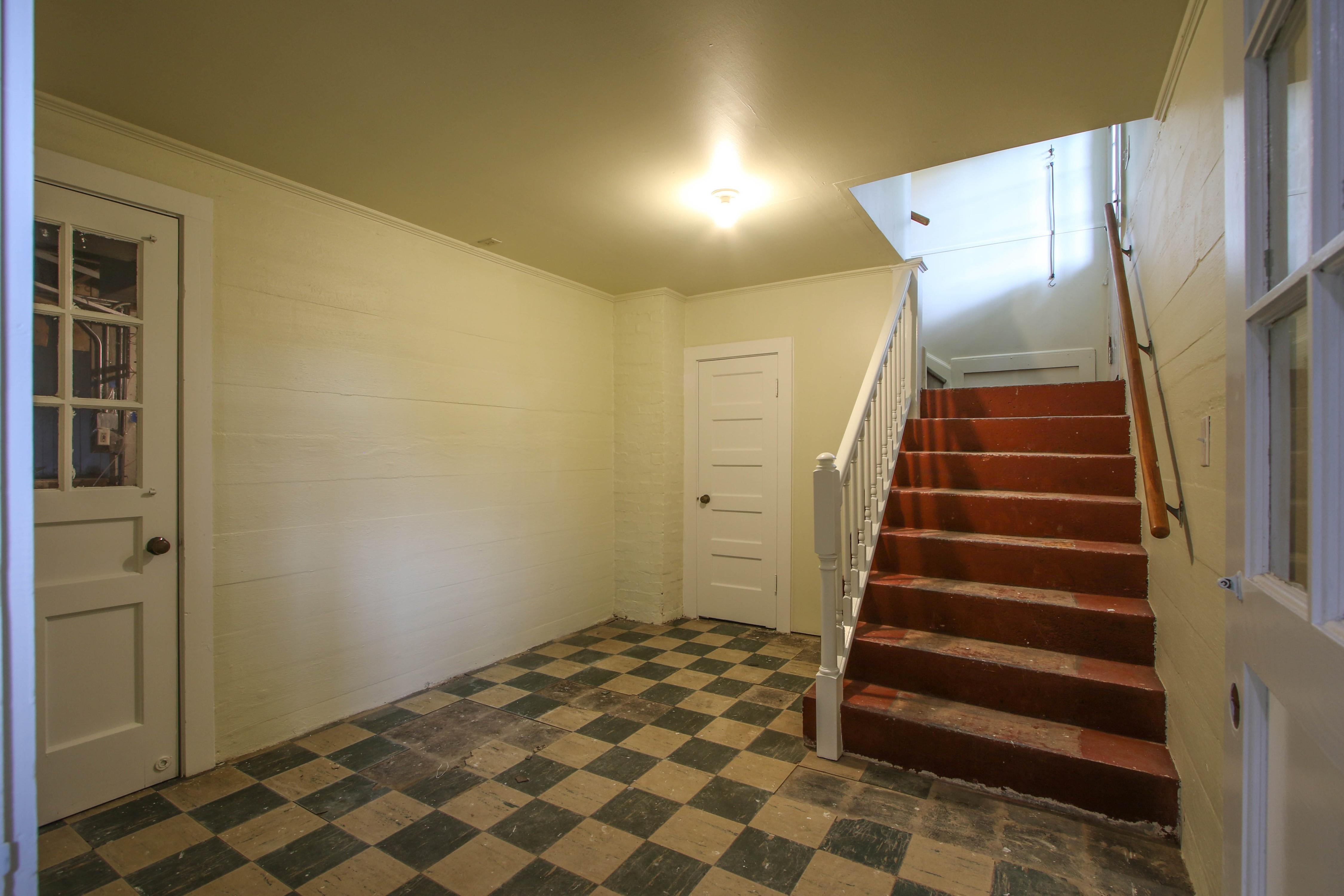 309 W 10th Avenue Property Photo 23