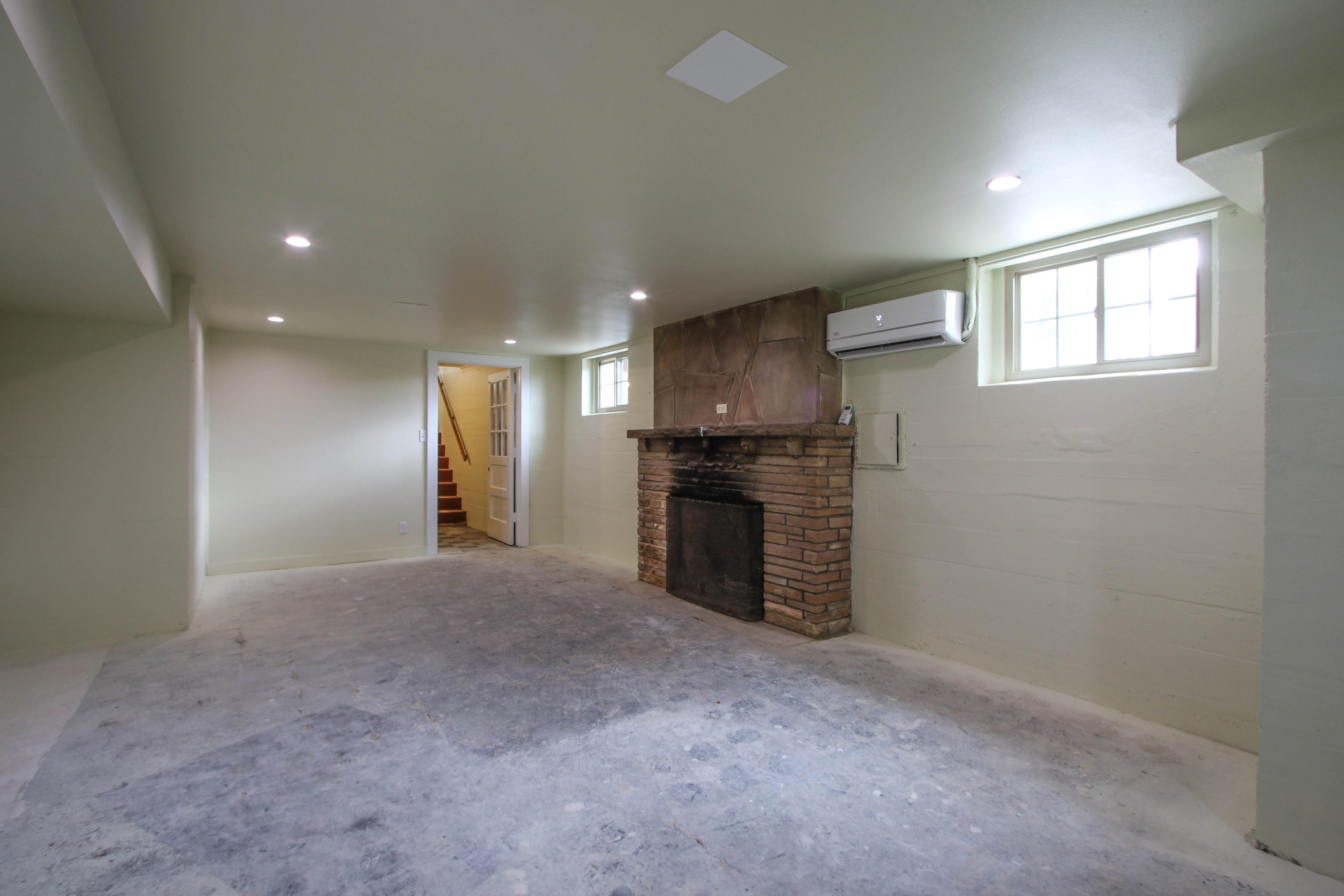 309 W 10th Avenue Property Photo 26