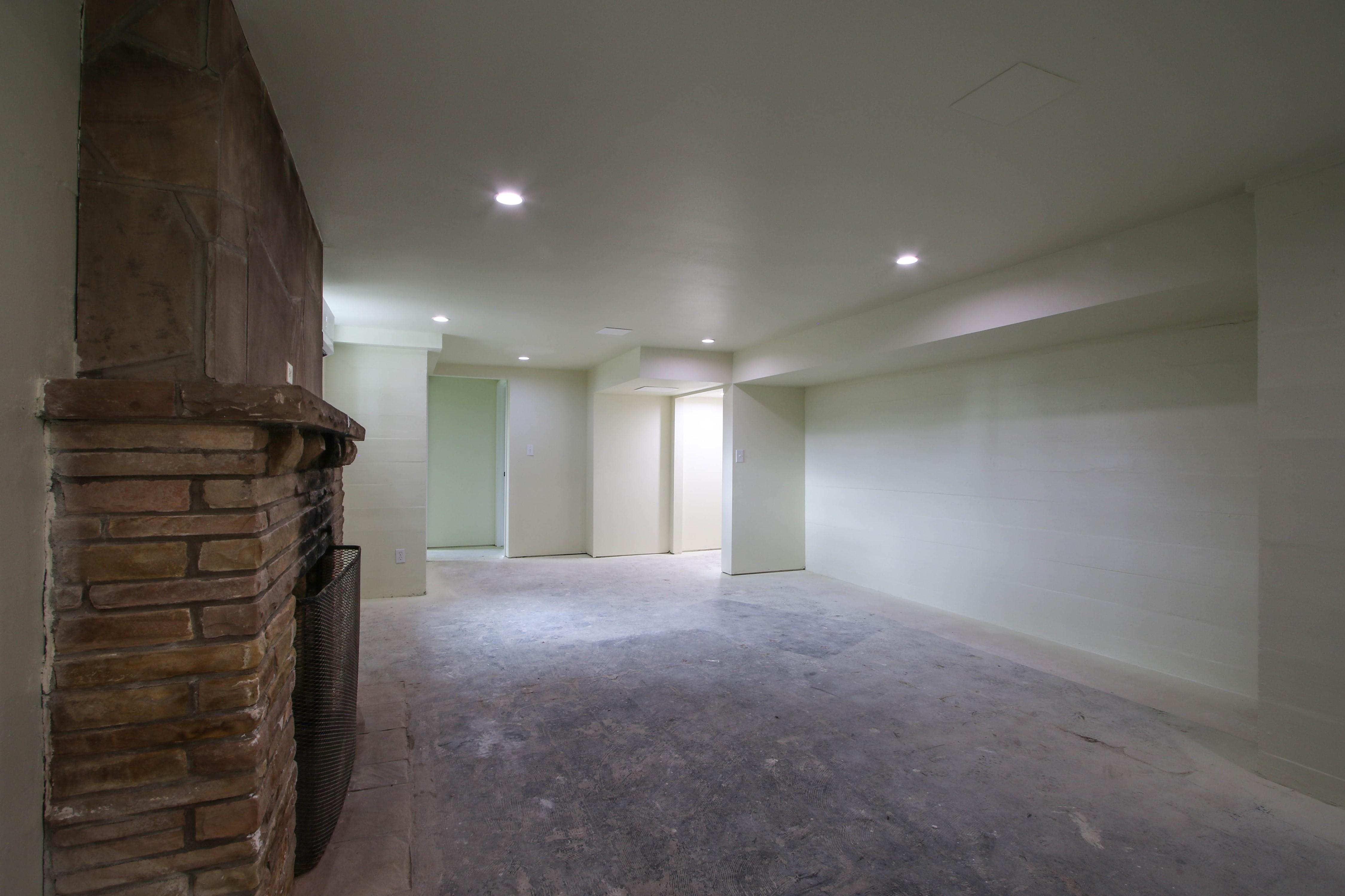 309 W 10th Avenue Property Photo 25