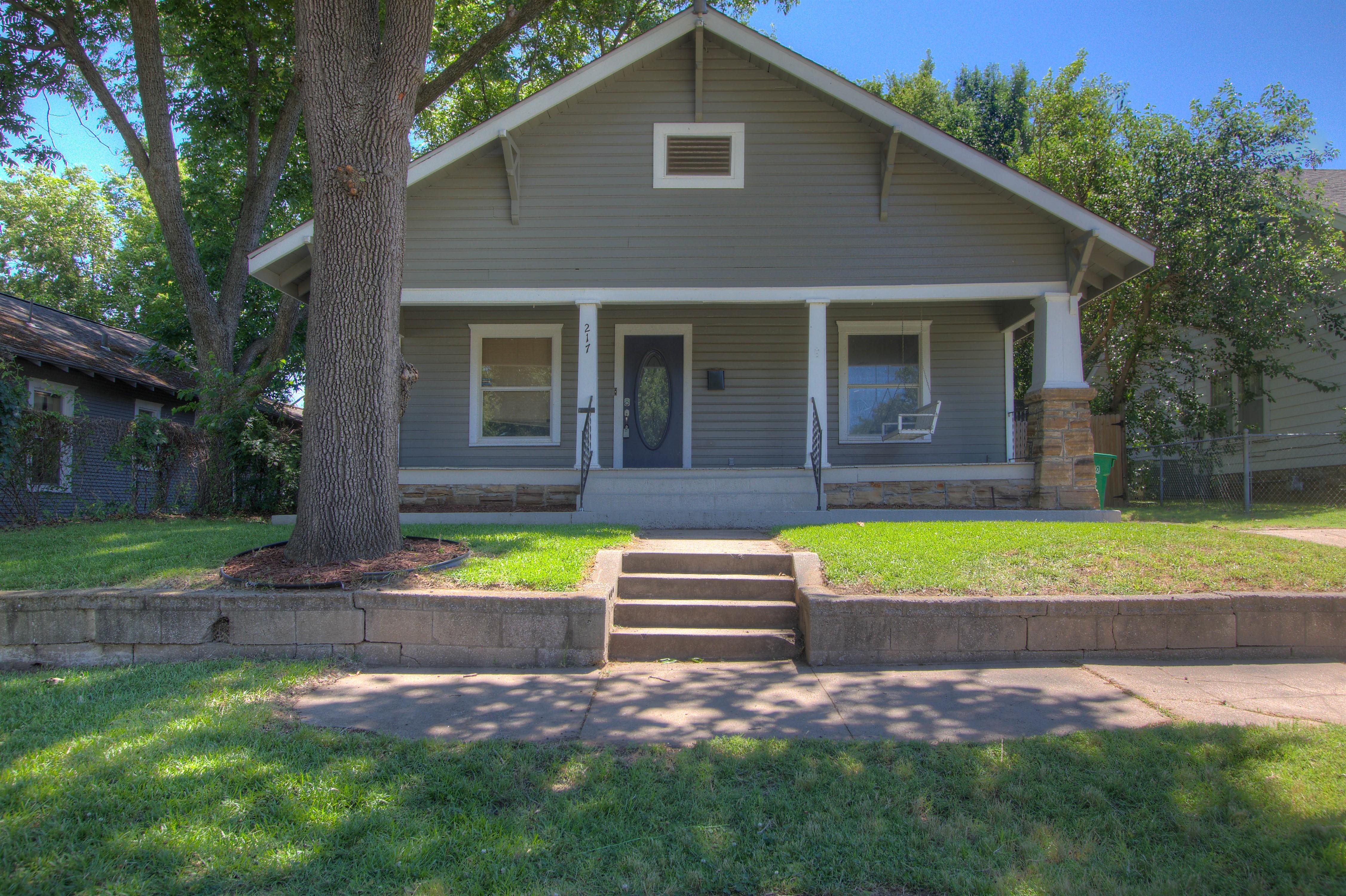 217 S Linden Street Property Photo 1