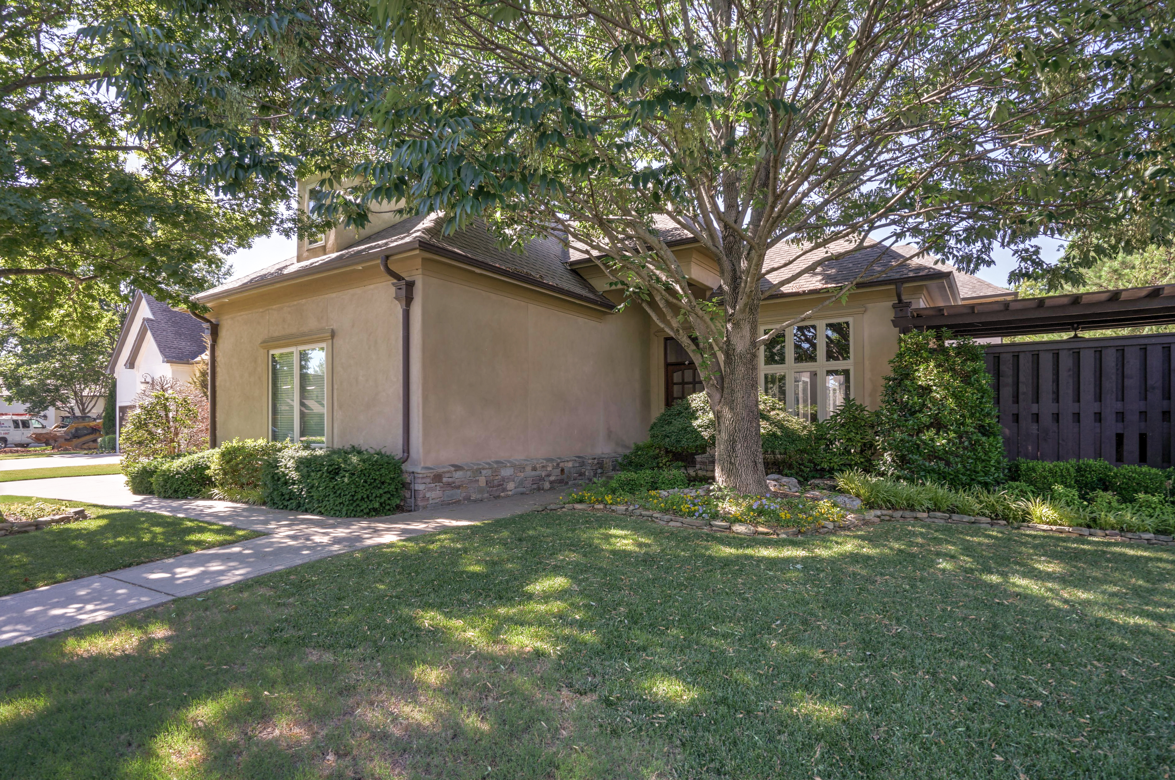 4626 E 109th Place Property Photo 3
