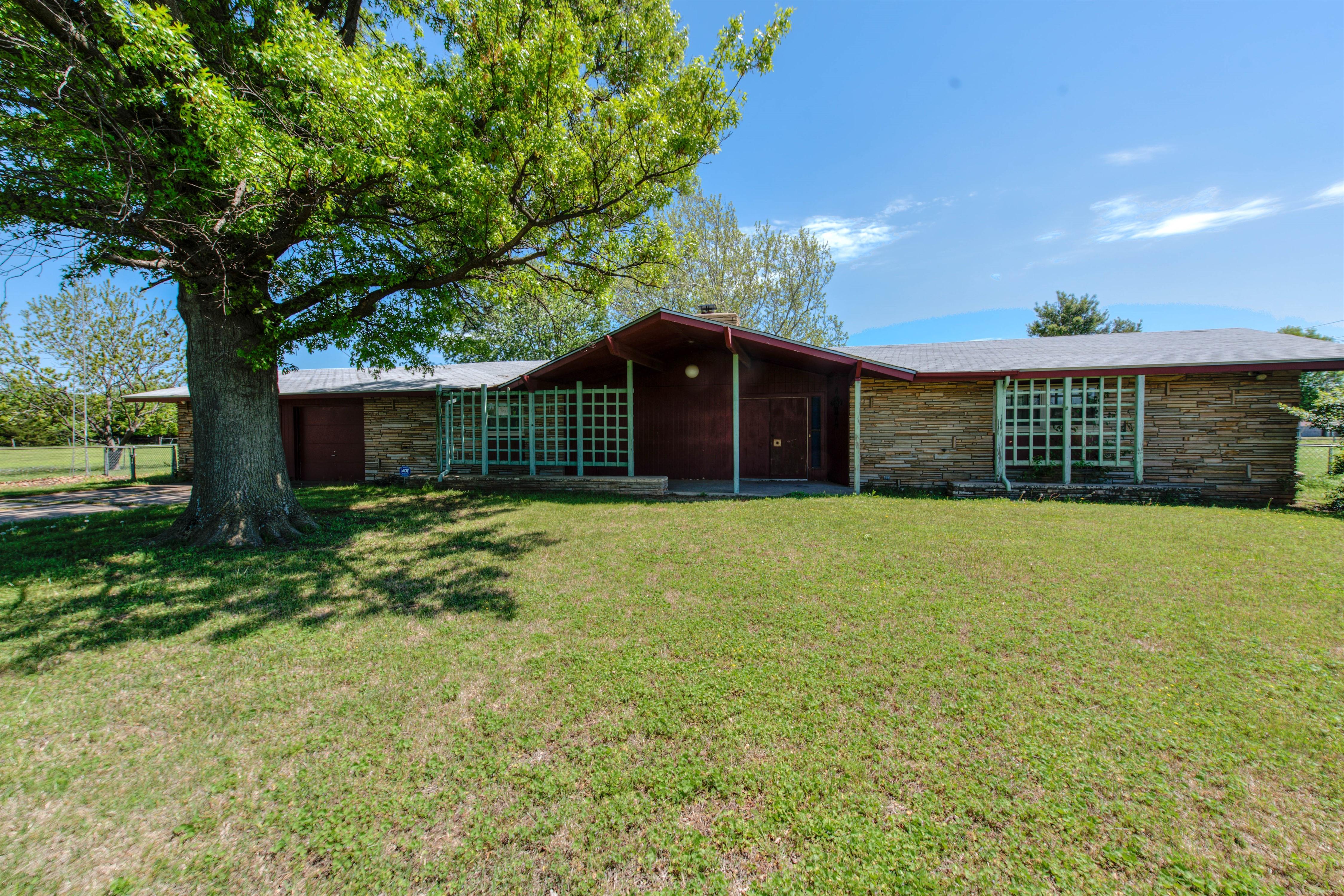 301 E Prospect Avenue Property Photo 5