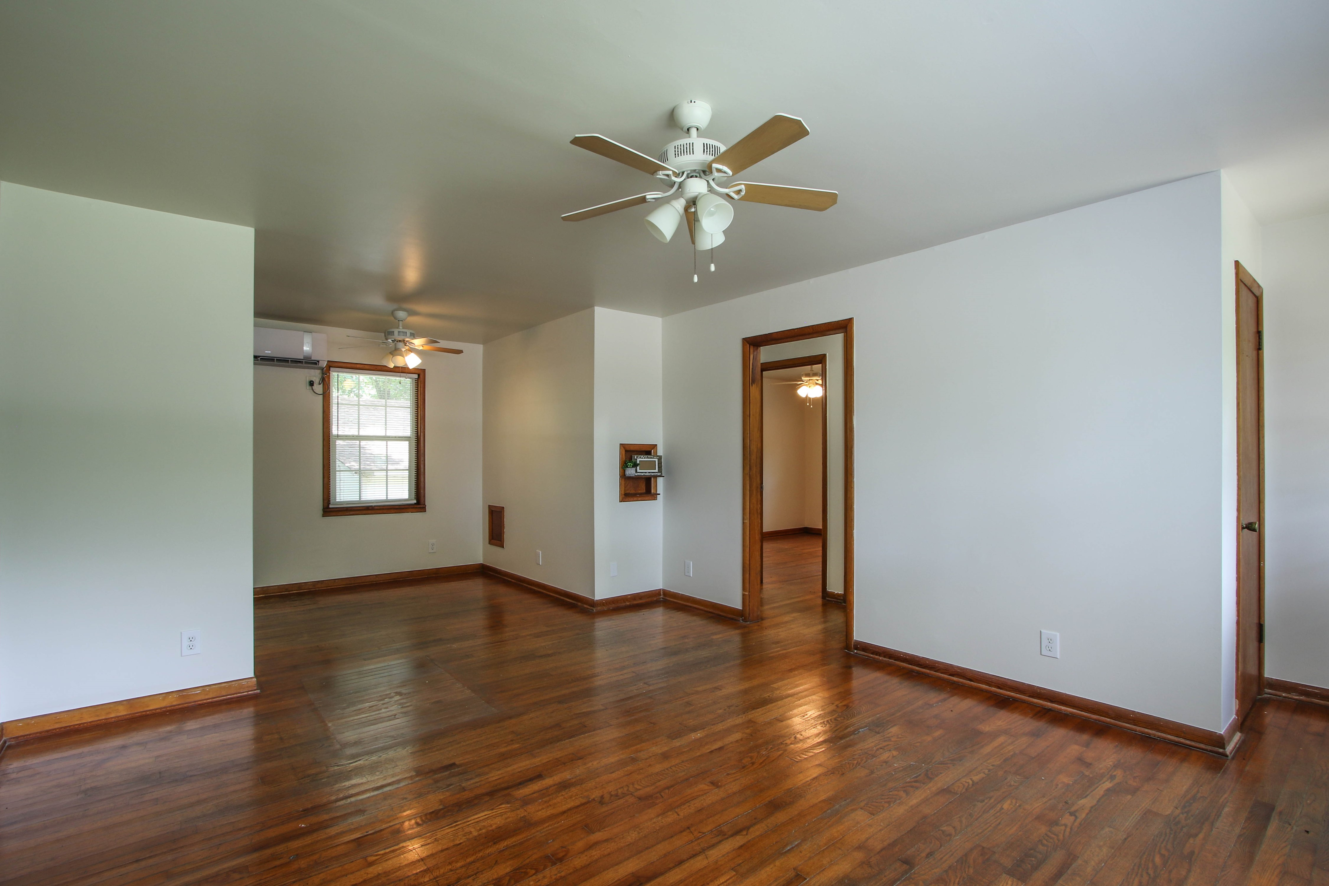 905 S Kindle Avenue Property Photo 5