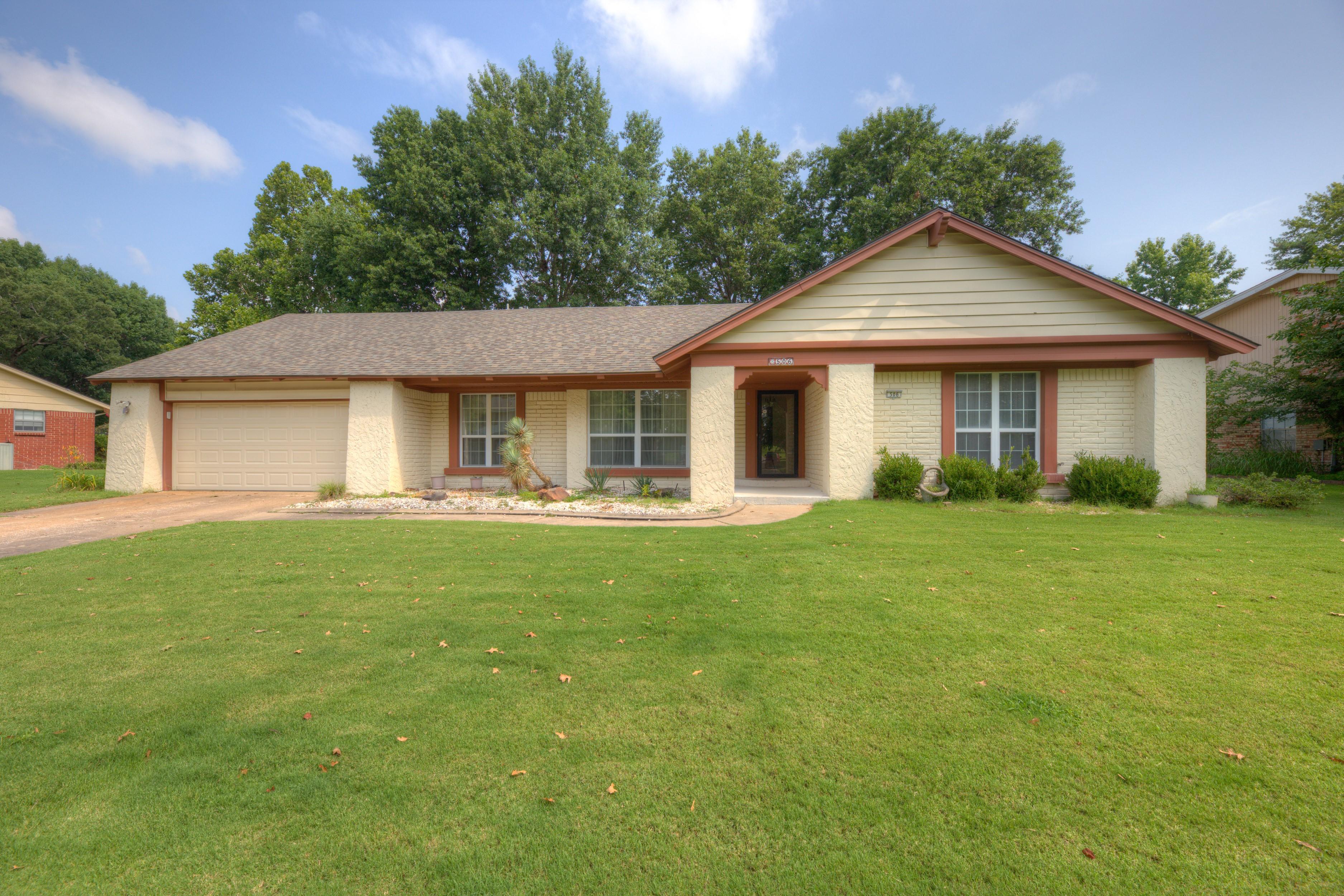 506 Fairway Drive Property Photo 1