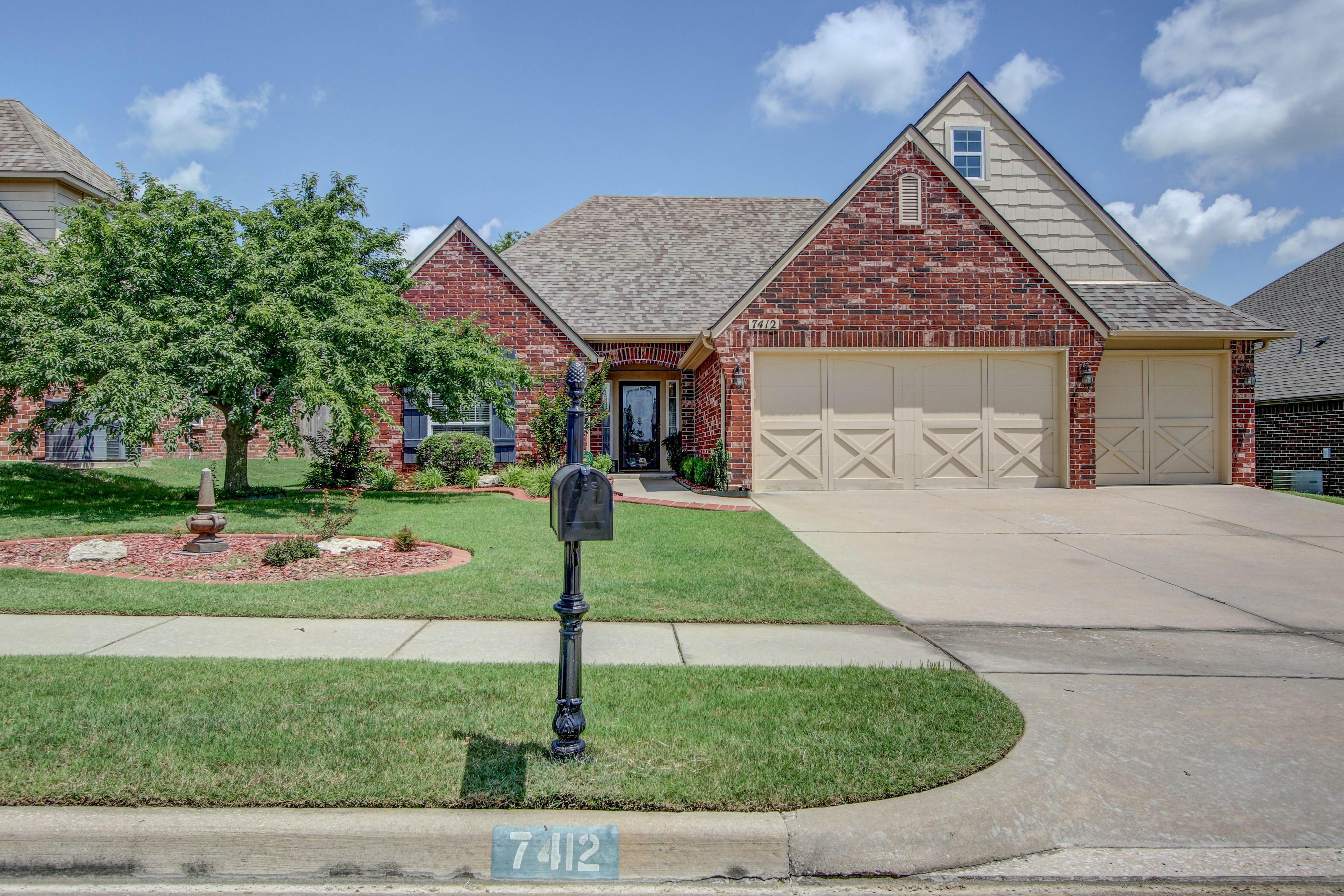 7412 E Indianola Street Property Photo