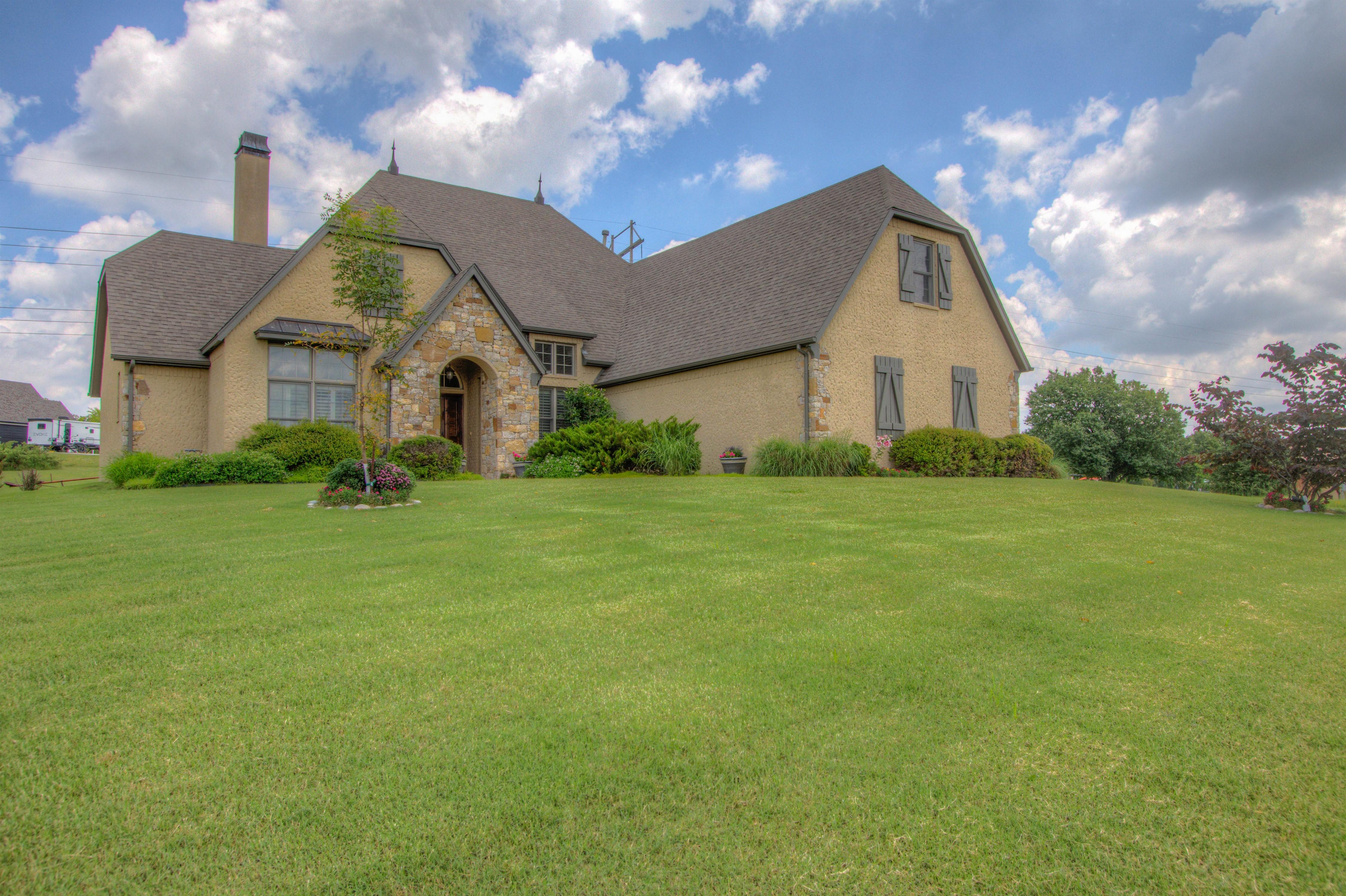 501 E Lakeview Drive Property Photo 1