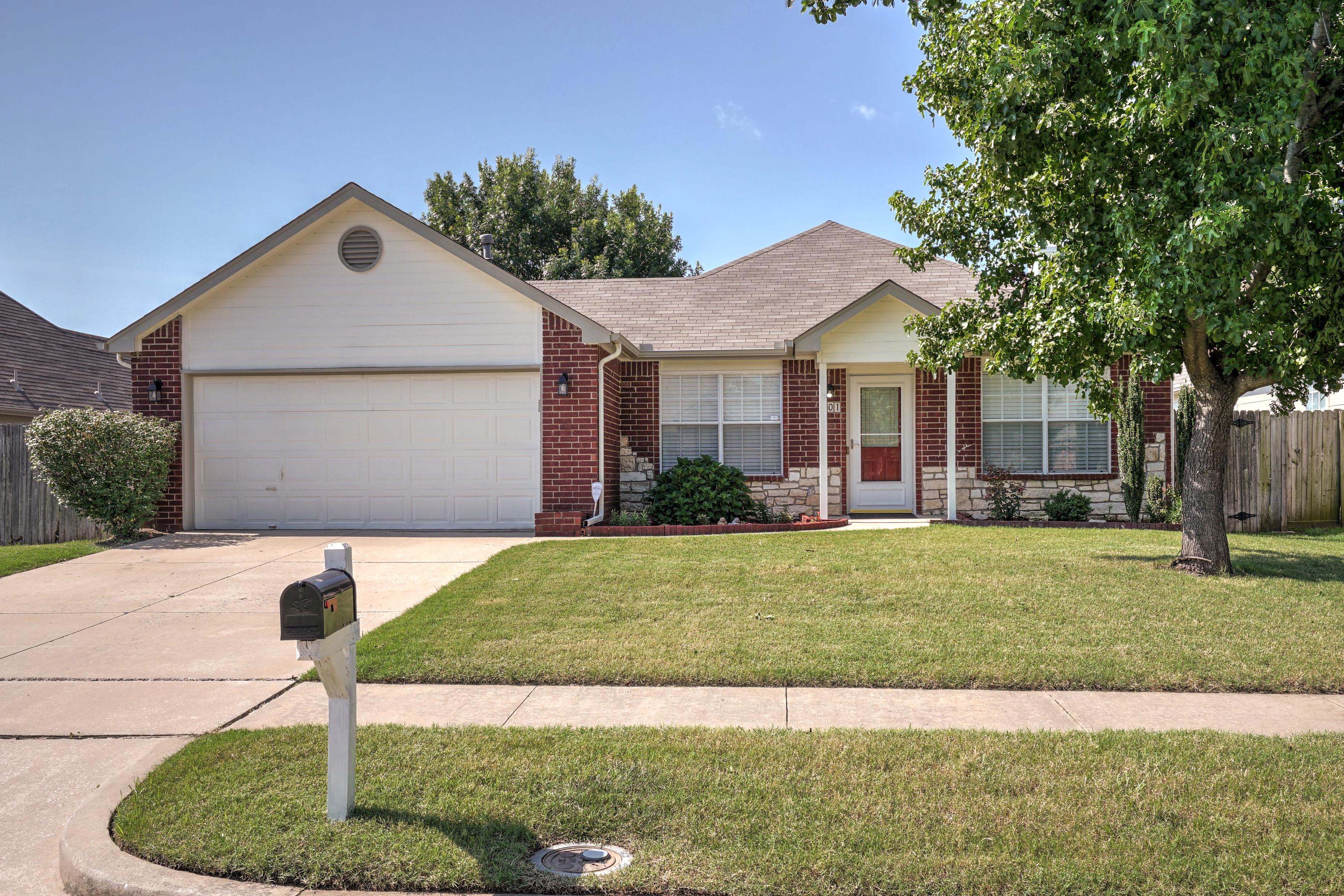 201 E Kansas Street Property Photo 1