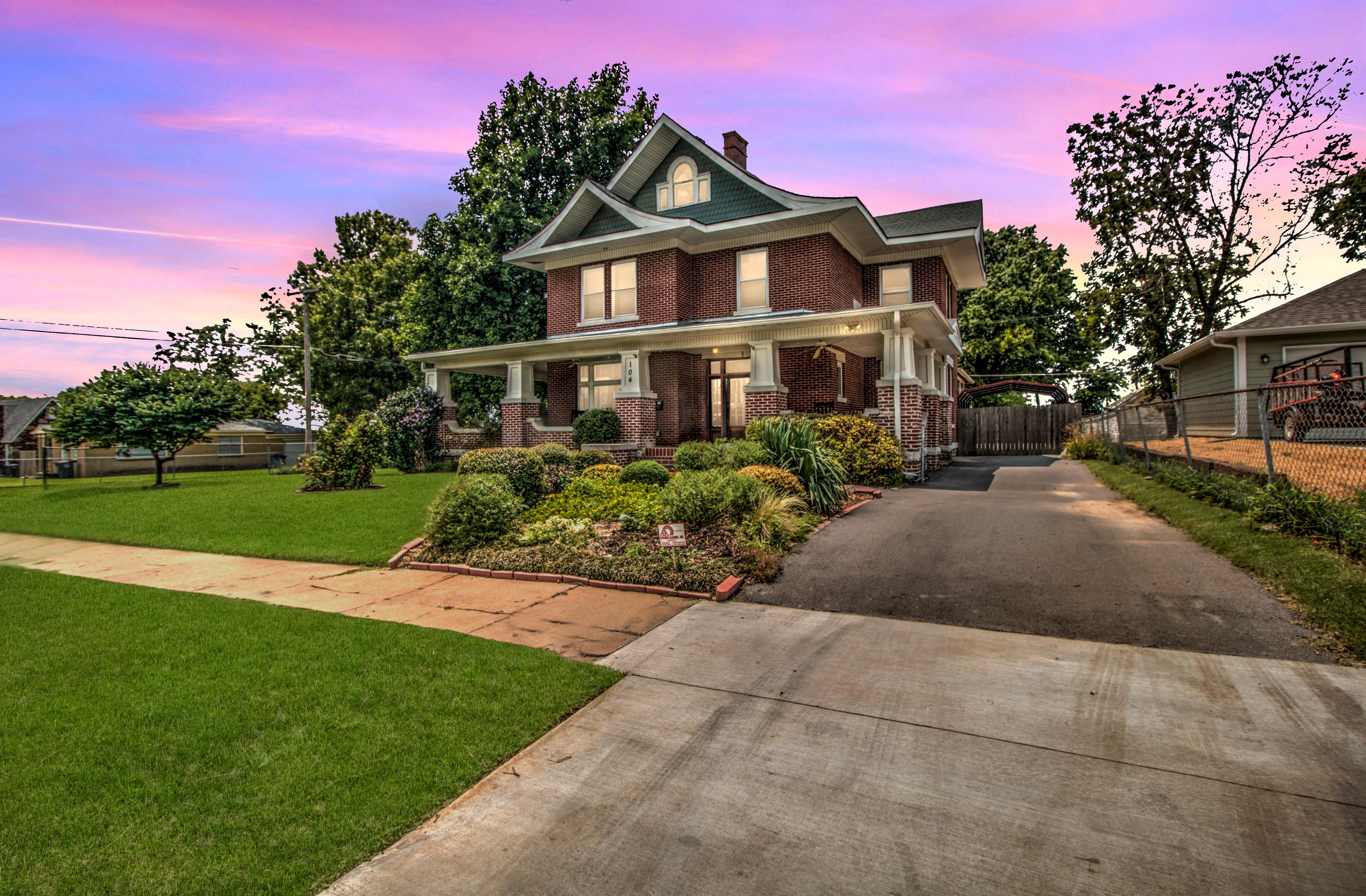 104 N Victor Avenue Property Photo 3