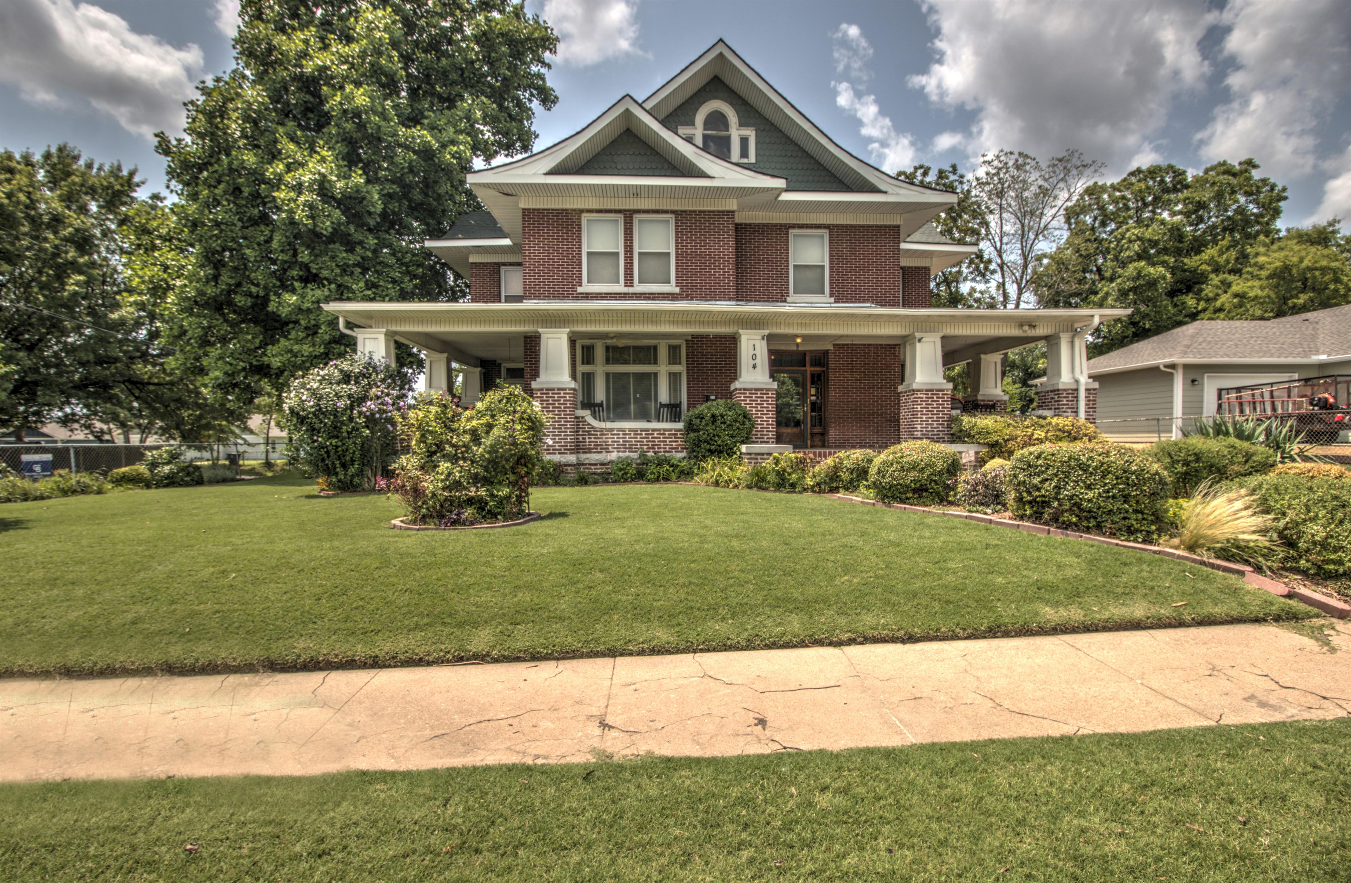 104 N Victor Avenue Property Photo 9