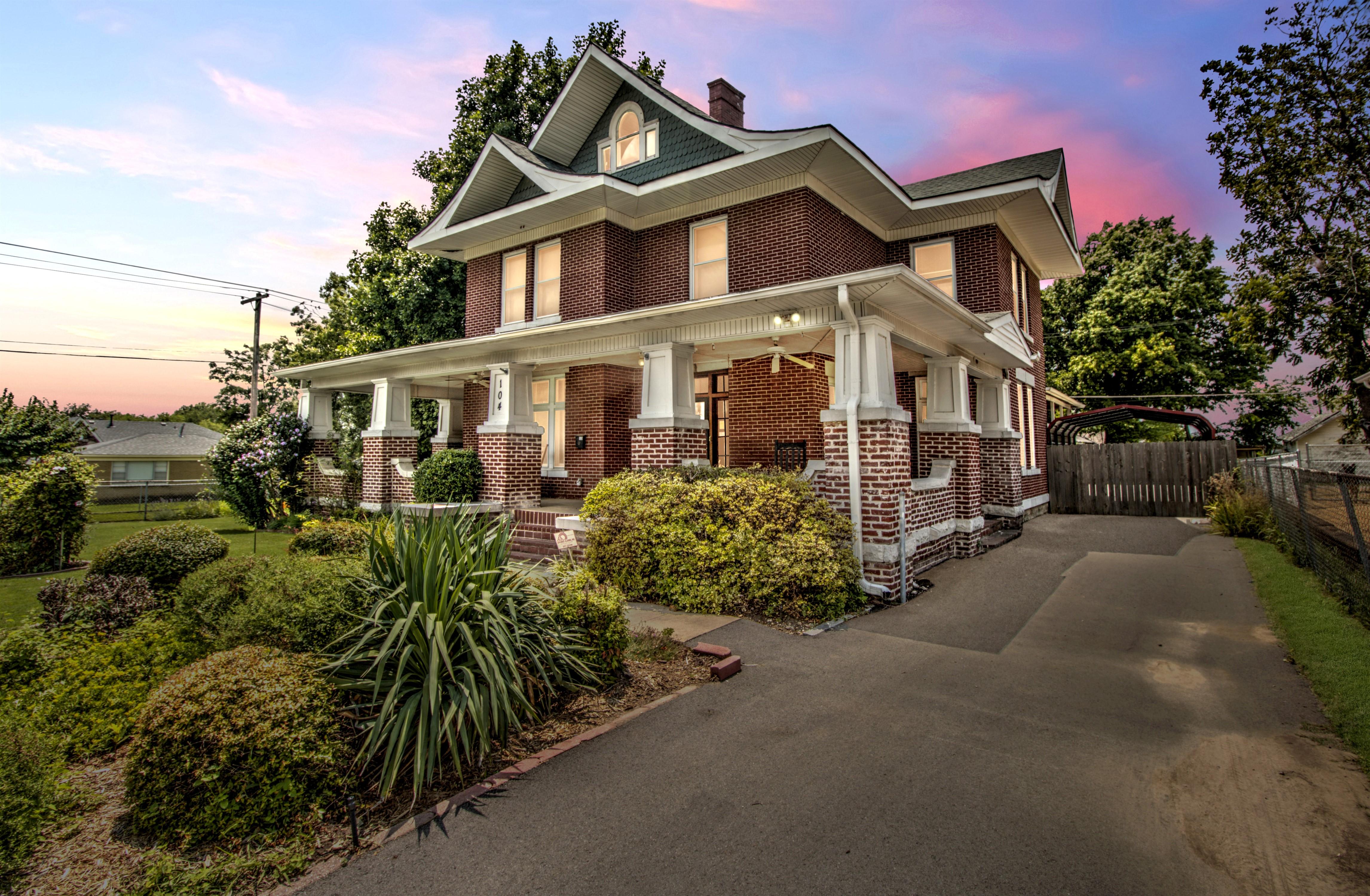 104 N Victor Avenue Property Photo 2