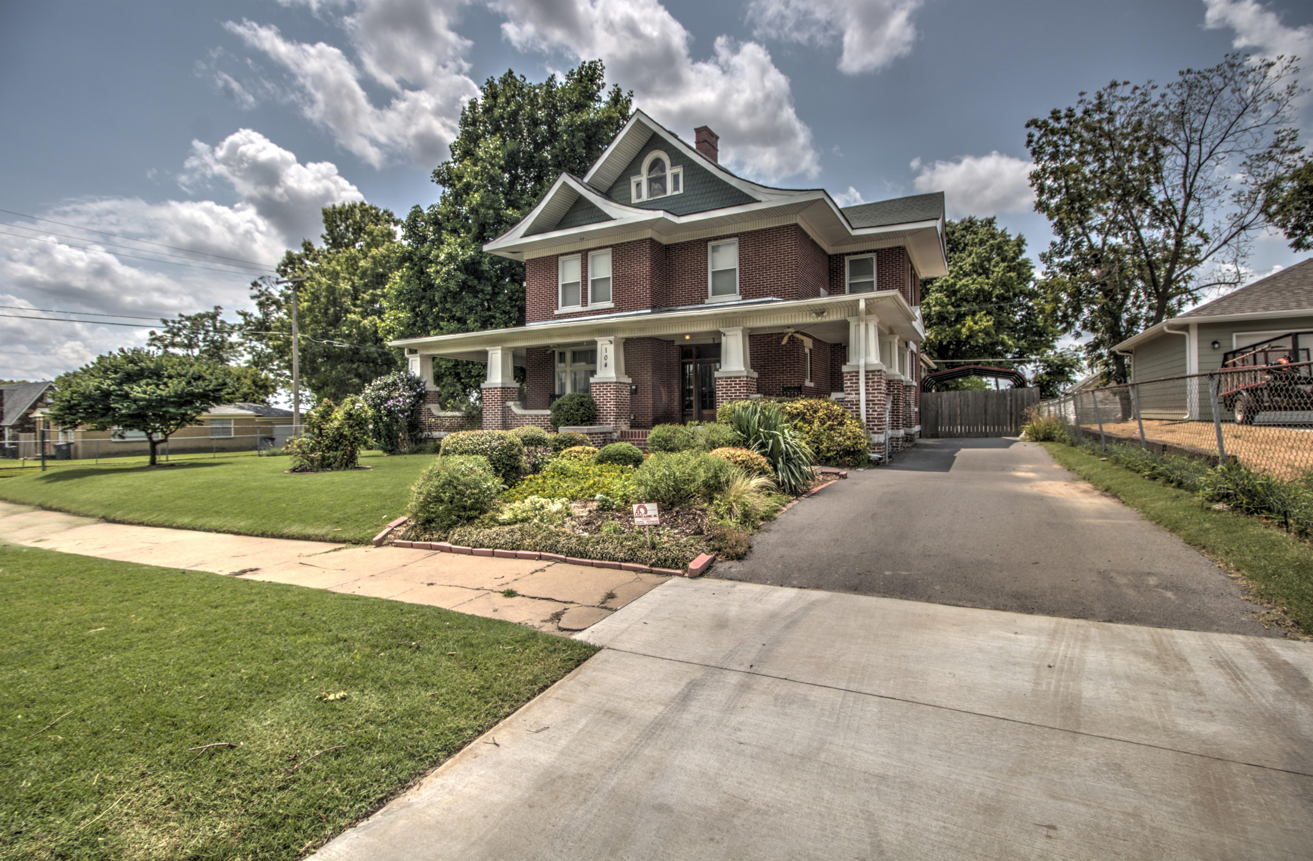 104 N Victor Avenue Property Photo 8